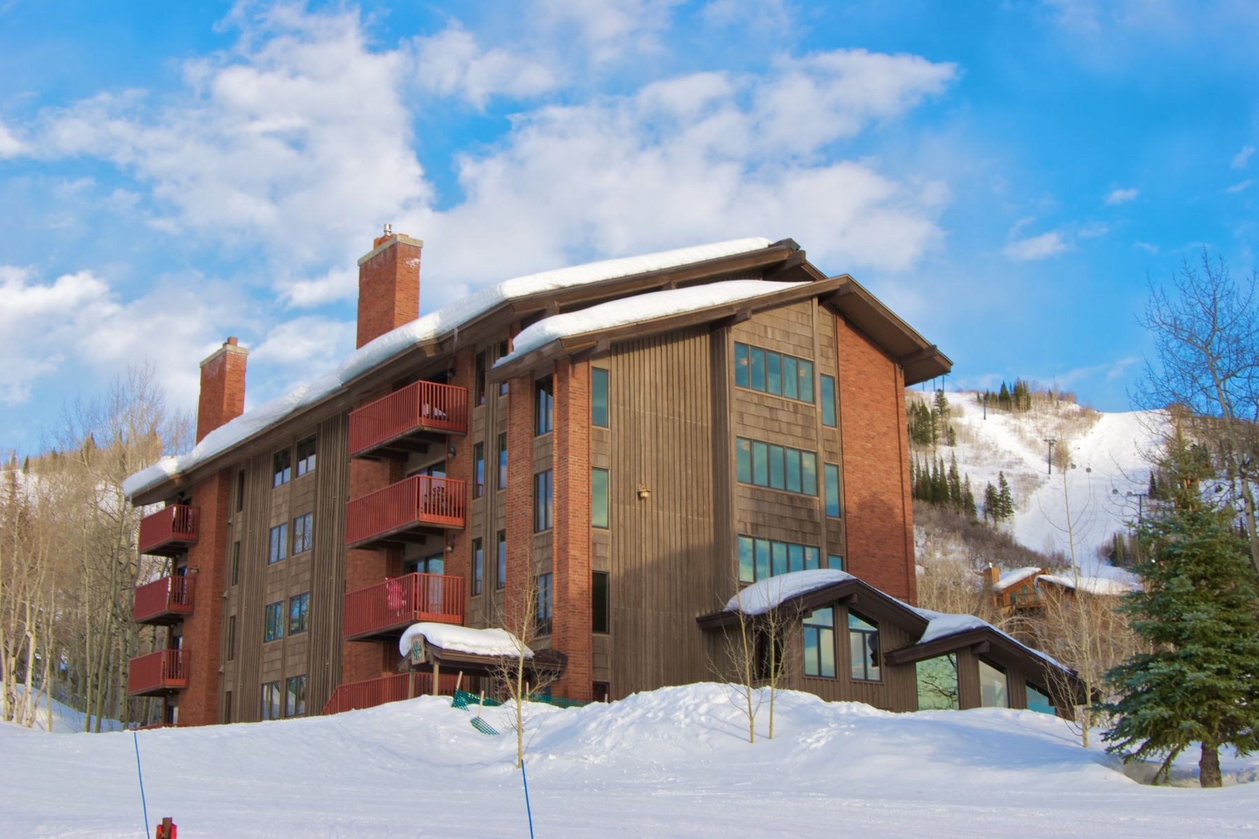 Condominio por un Venta en Bear Claw Ski-in/Ski Out 2430 Ski Trail Lane Unit 401 Steamboat Springs, Colorado 80487 Estados Unidos