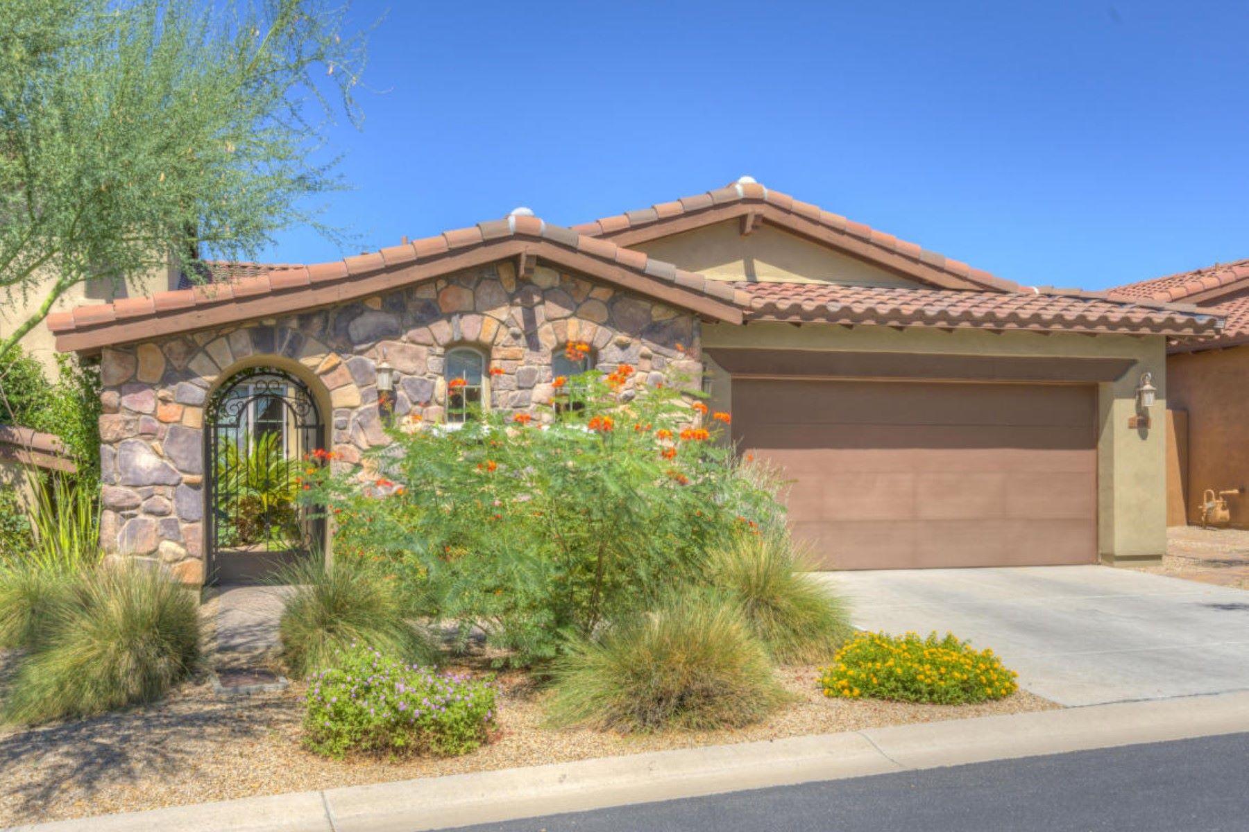 타운하우스 용 매매 에 Immaculate and beautifully upgraded and decorated home 7250 E Eclipes Dr Scottsdale, 아리조나, 85266 미국