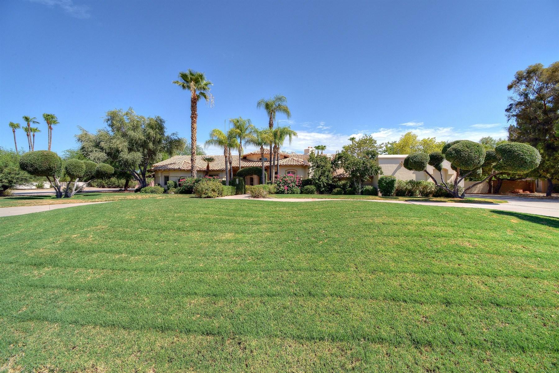 Maison unifamiliale pour l Vente à Warm and inviting beautiful home 6226 E Sunnyside Dr Scottsdale, Arizona, 85254 États-Unis