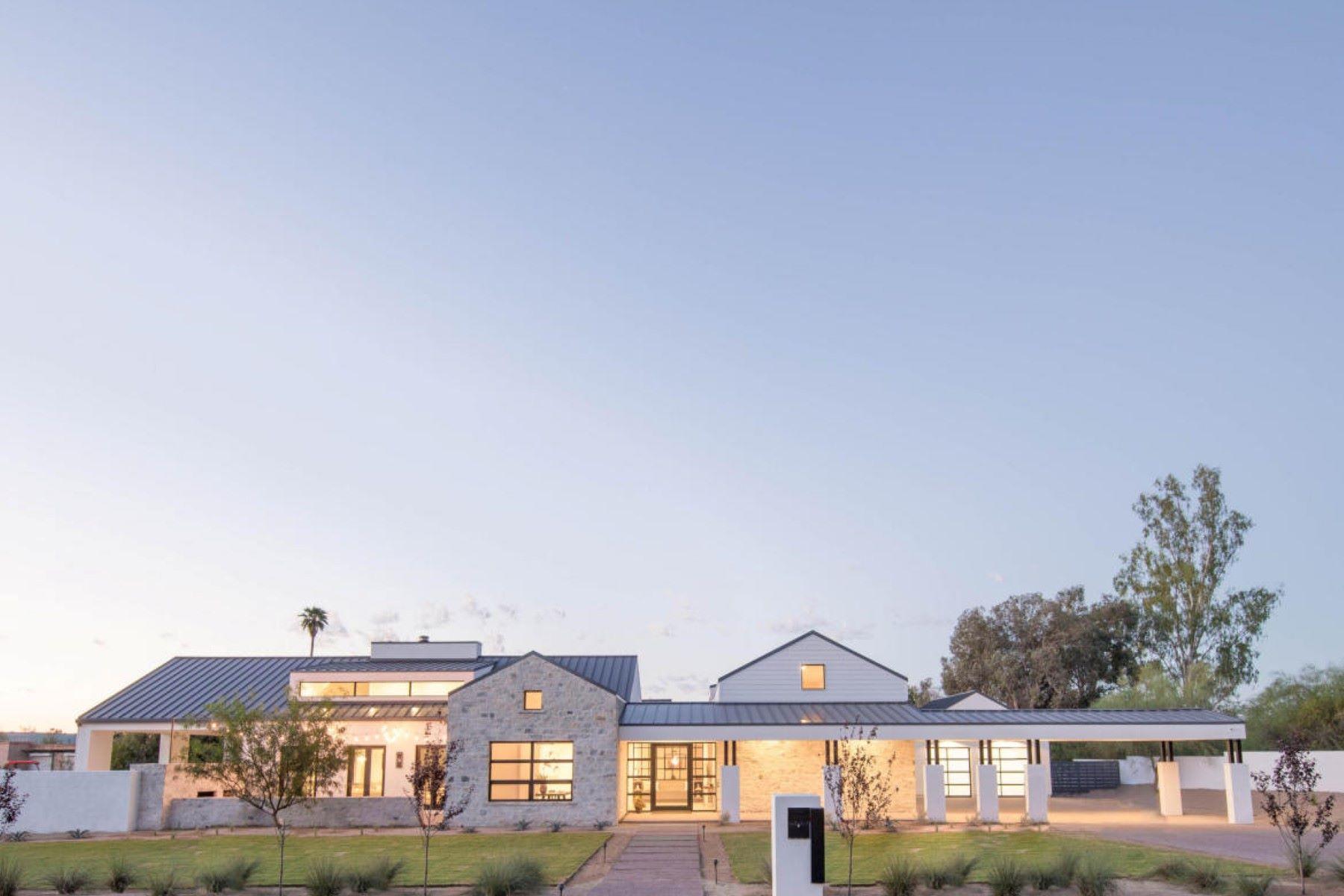 Maison unifamiliale pour l Vente à Incredible Modern Farmhouse 3253 E San Miguel Pl Paradise Valley, Arizona, 85253 États-Unis