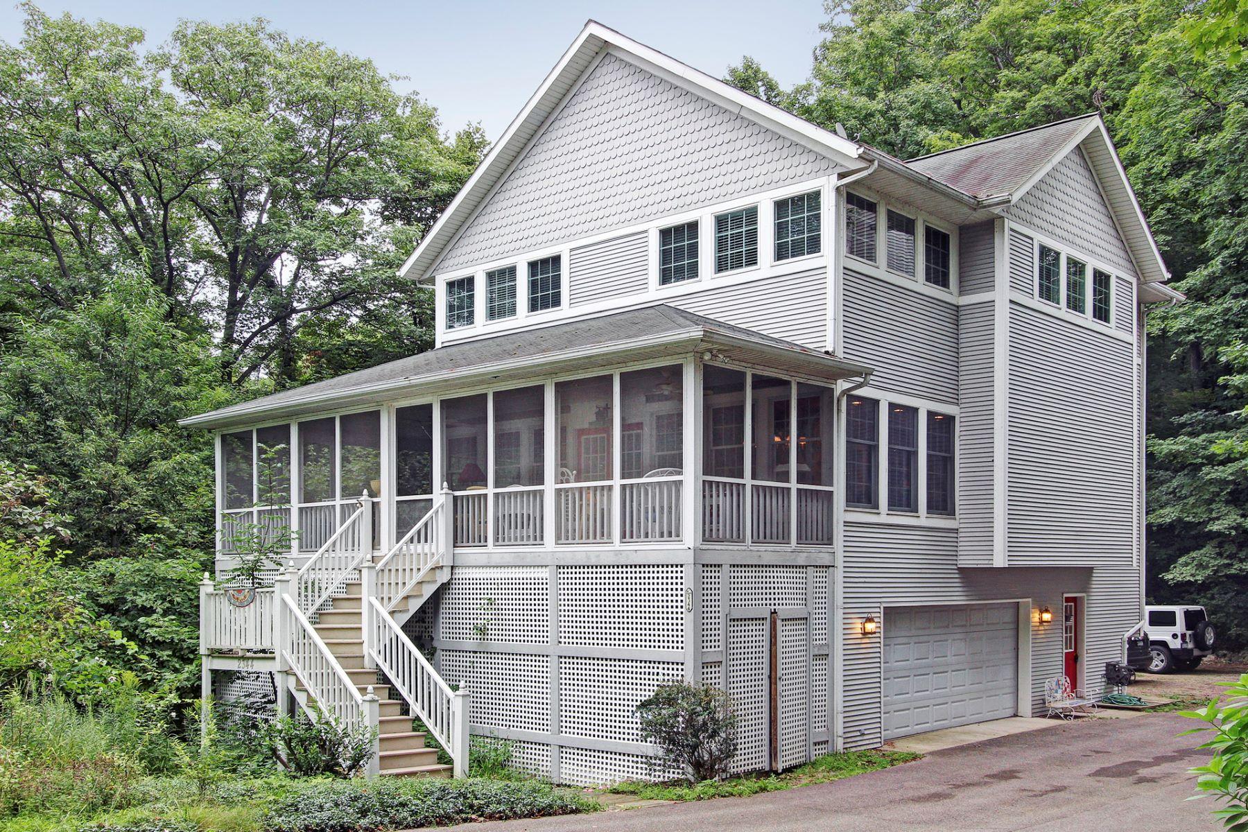 Nhà ở một gia đình vì Bán tại Welcoming Beach Home 2344 Maksaba Trail Macatawa, Michigan, 49434 Hoa Kỳ