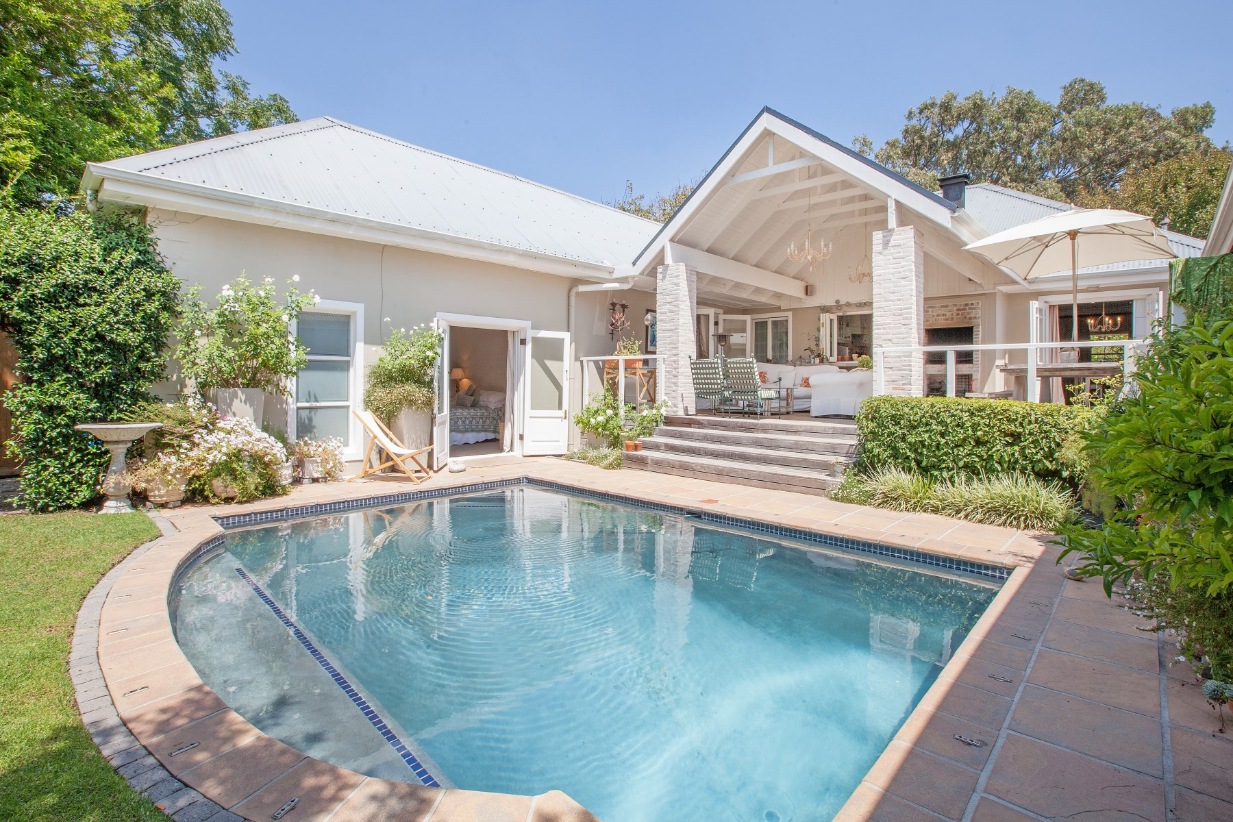 Casa Unifamiliar por un Venta en A PERFECT MARRIAGE OF HOME AND GARDEN Cape Town, Provincia Occidental Del Cabo, Sudáfrica