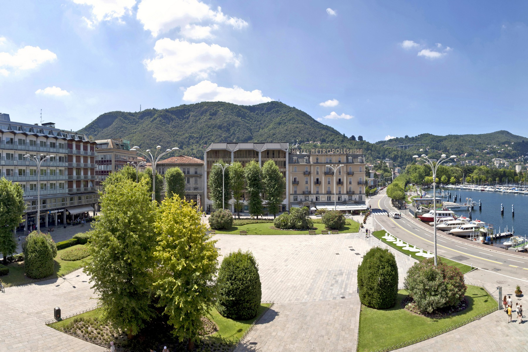 Additional photo for property listing at Prestigious apartment in historic building in Piazza Cavour  Como, Como 22100 Italie