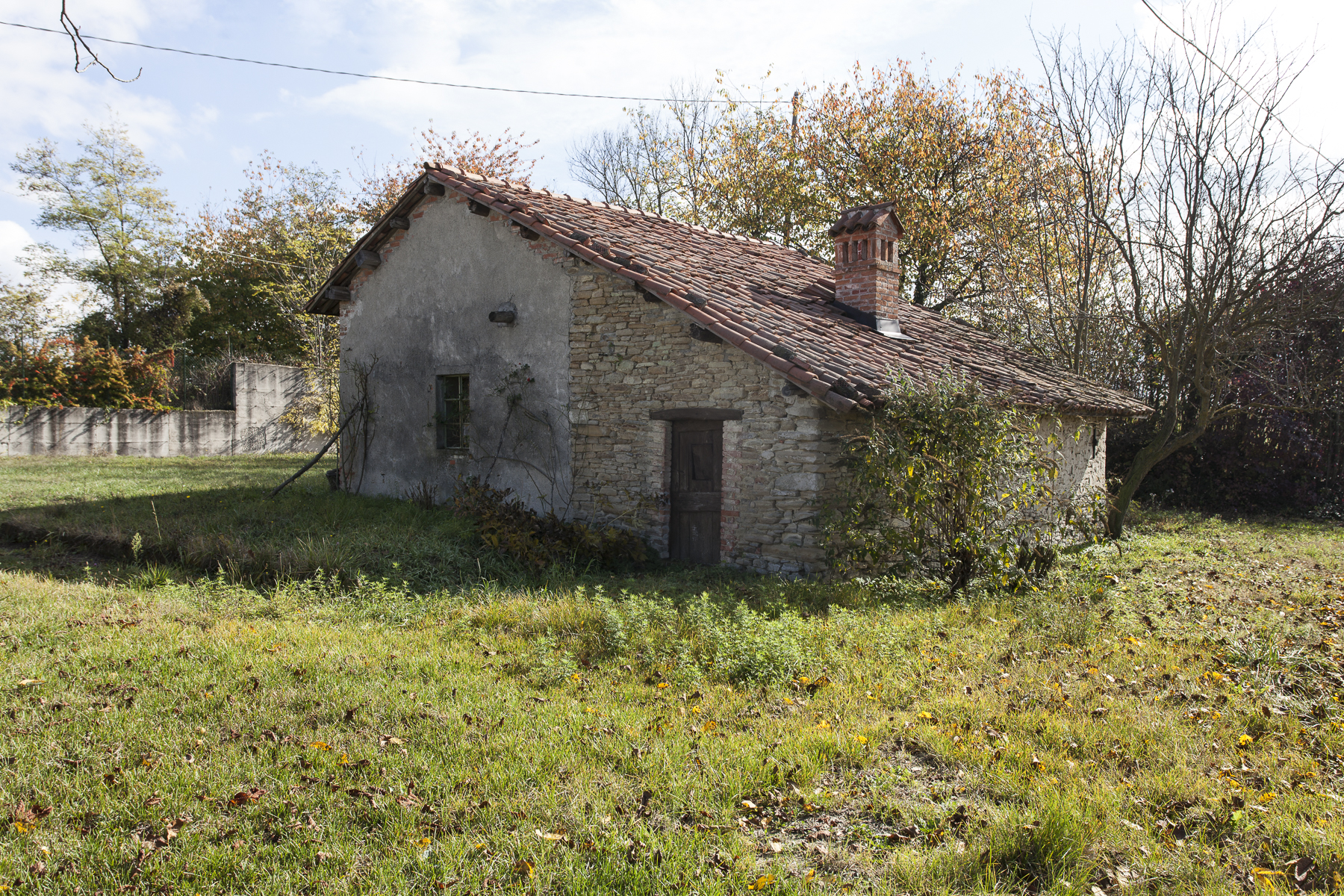 Additional photo for property listing at Ancient and charming little village in the Langhe Frazione Surie Clavesana, Cuneo 12060 Italia