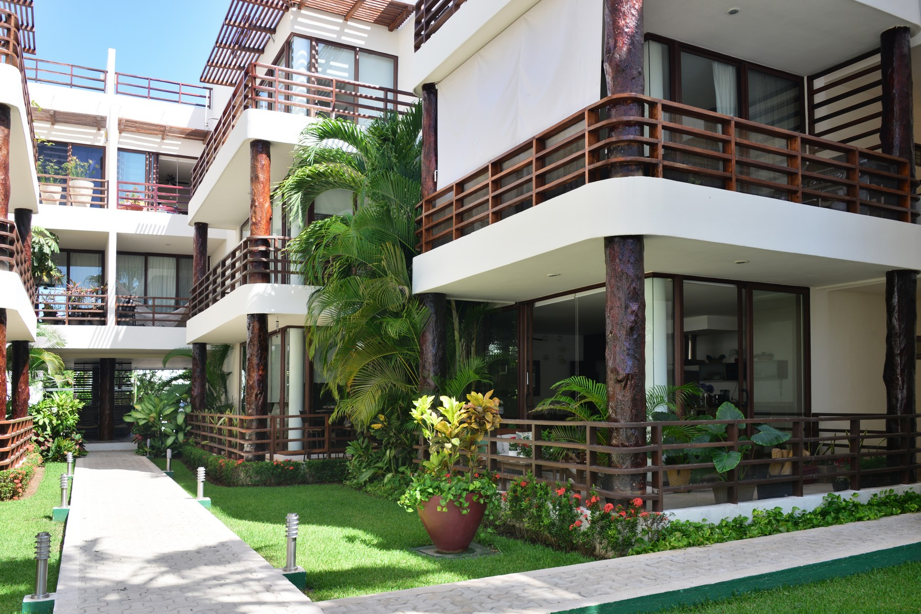 Additional photo for property listing at AKOYA LIVING IN THE GREEN Akoya, Villas Pakal Ret 3 Chichenitza Lot 19 Mza 16 Playa Del Carmen, Quintana Roo 77710 Mexico