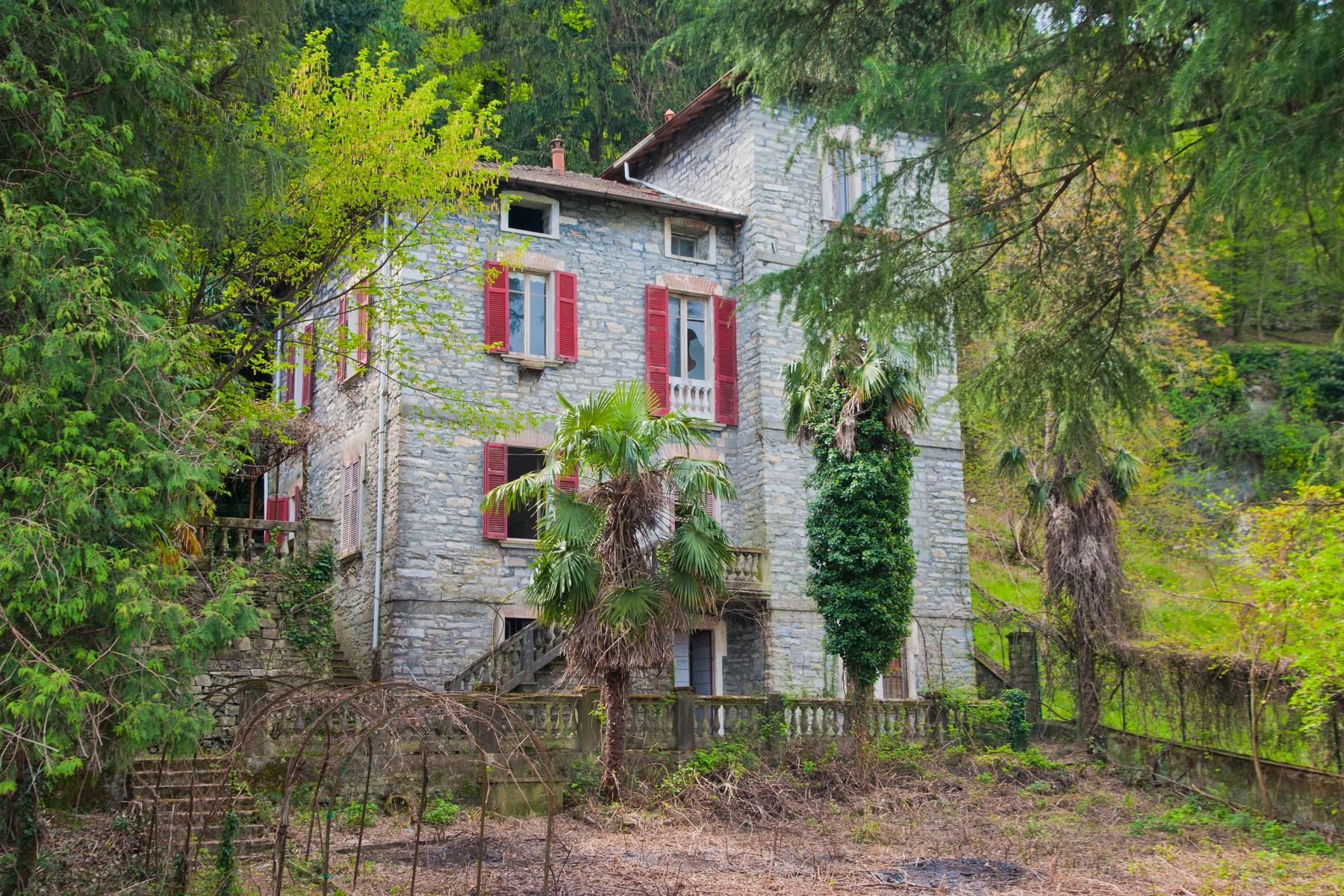 Maison unifamiliale pour l Vente à Fantastic pieds dans l'eau opportunity on Lake Como Via Pliniana Torno, Como 22020 Italie