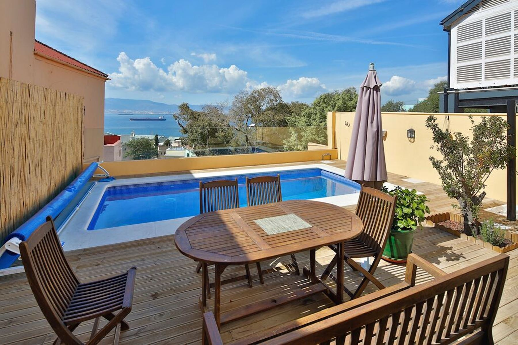 Autre bien résidentiel pour l Vente à Village House with a pool in Gibraltar - South District Gibraltar, Tout Le Pays, Gibraltar