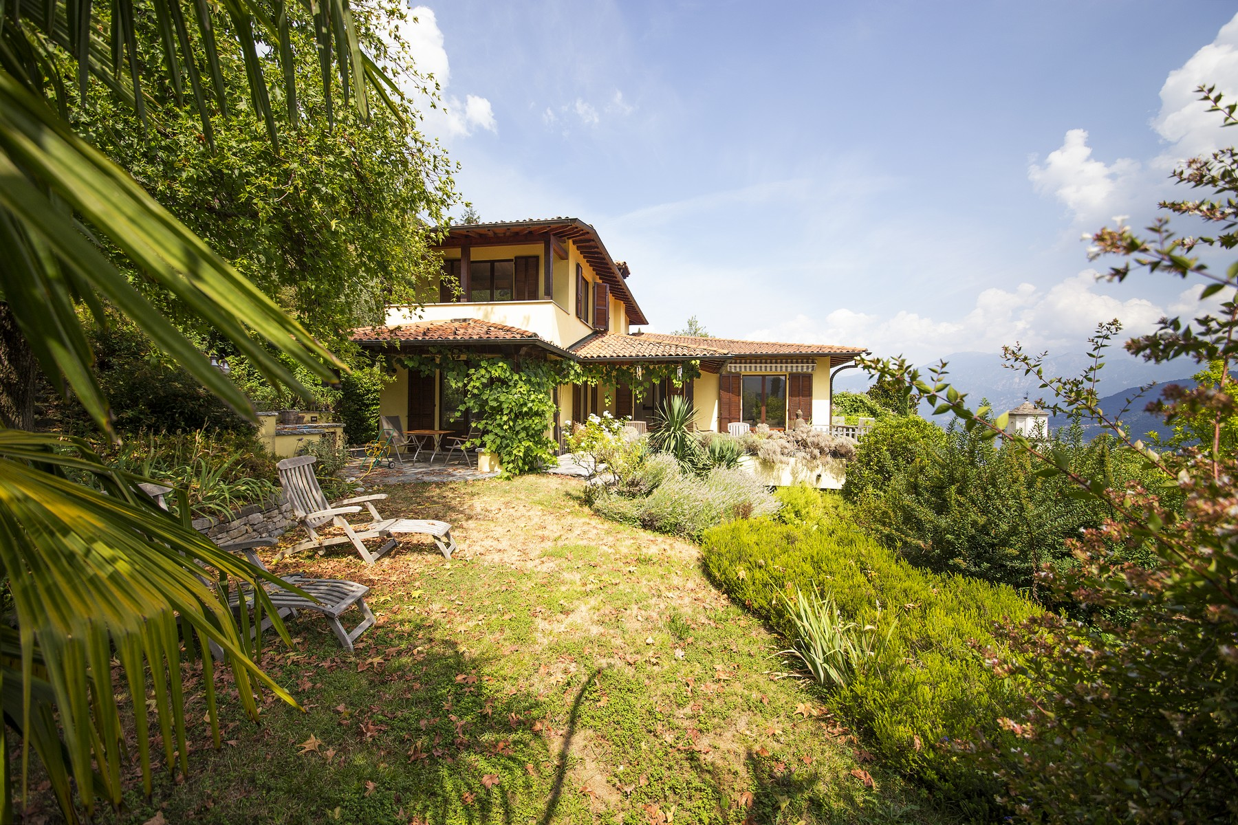 Maison unifamiliale pour l Vente à Grand modern villa with spectacular views of Lake Como Strada dell'Alpe Lenno, Como 22016 Italie