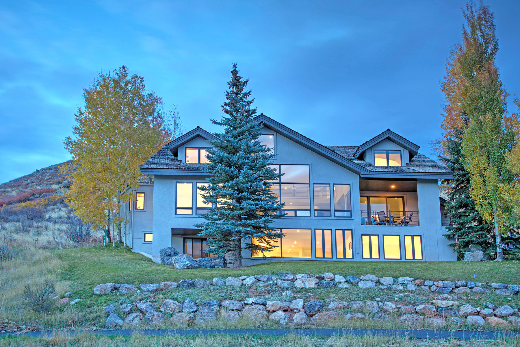 Villa per Vendita alle ore Contemporary Style & Panoramic Views 2580 Columbine Ct Park City, Utah, 84060 Stati Uniti