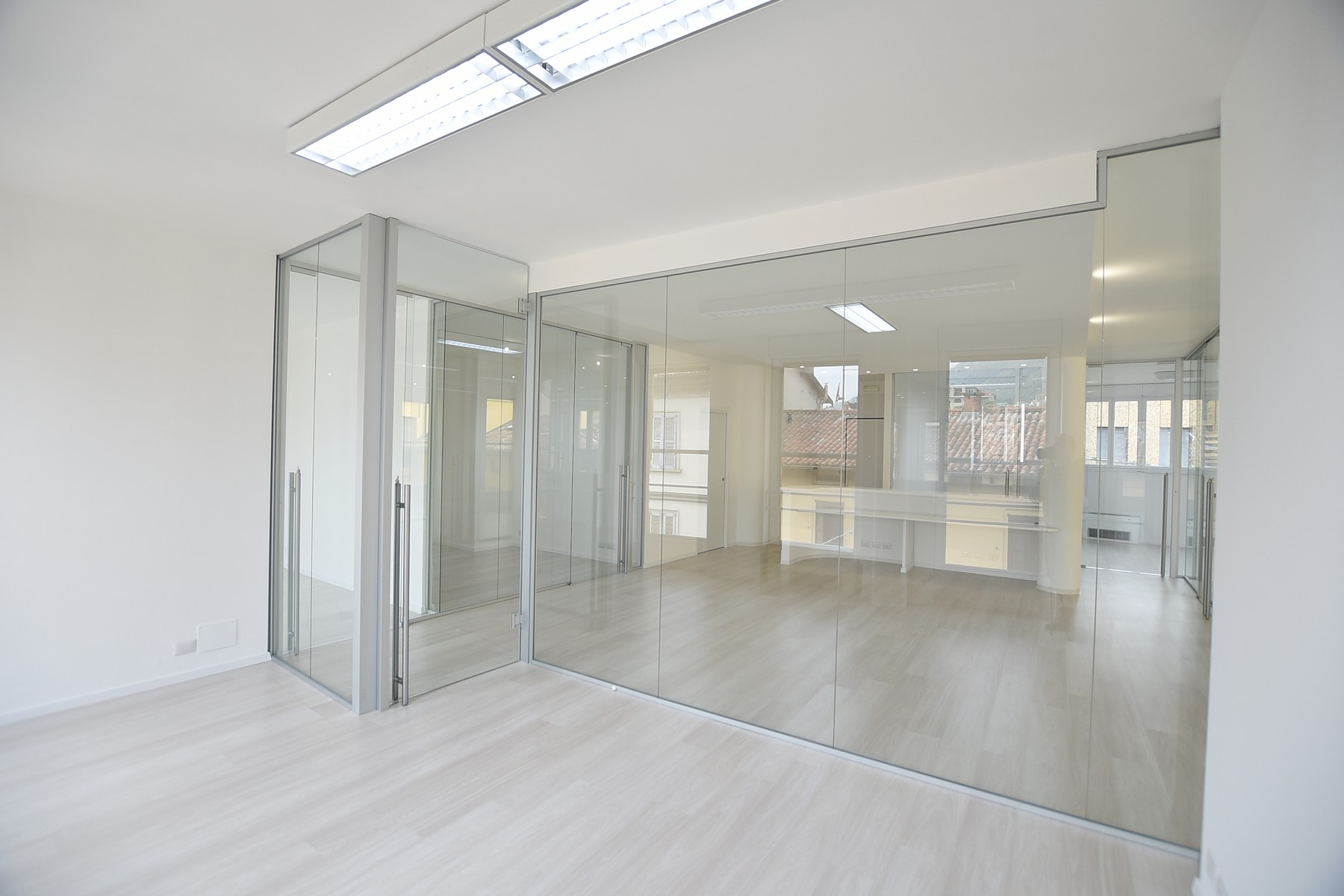 Additional photo for property listing at Prestigious office with high quality finishes via Milano Como, Como 22100 Italien