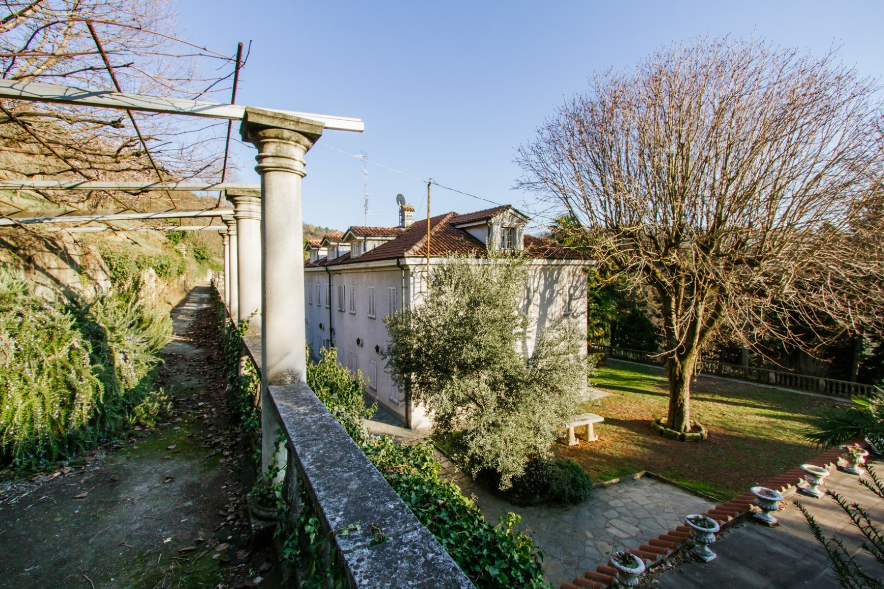 Additional photo for property listing at Historic villa with vineyard of the 1750 on the Moncalieri Hill Via Segantini Moncalieri, Turin 10024 Italia