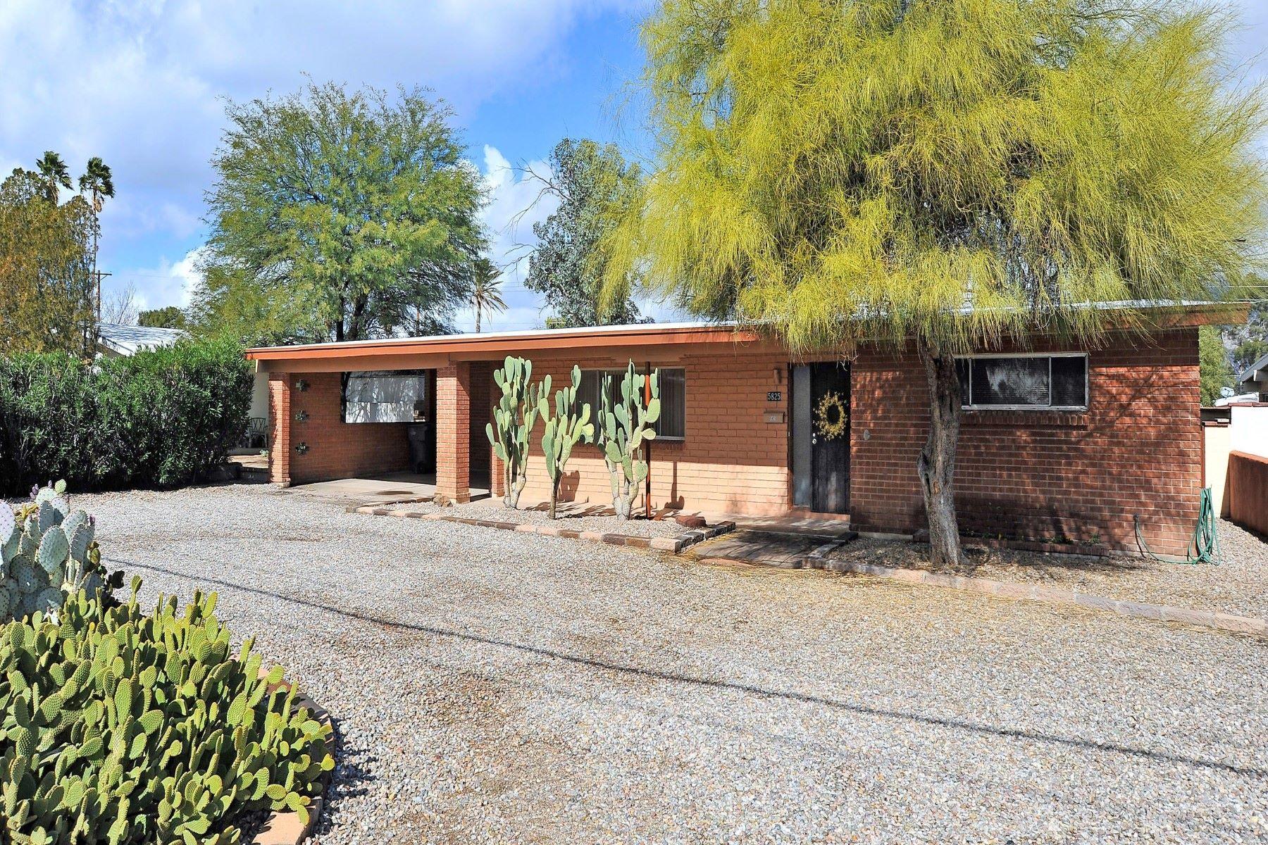 Nhà ở một gia đình vì Bán tại Meticulously cared for 1950's Mid-Century brick home 5825 E 5Th Street Tucson, Arizona, 85711 Hoa Kỳ