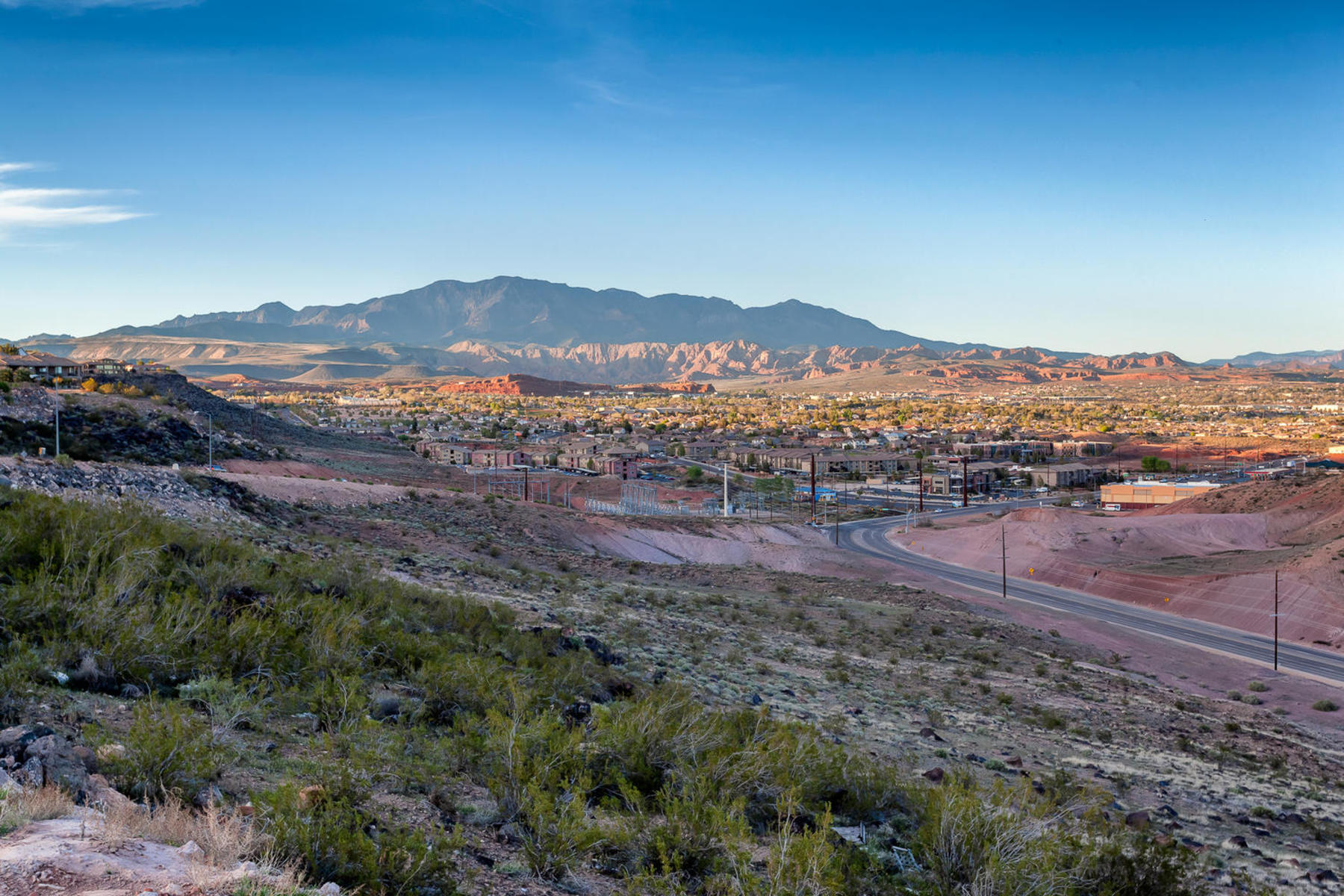 Terrain pour l Vente à Walkout Lot on Foremaster Ridge 1867 E 910 Cir S Lot 64 St. George, Utah, 84790 États-Unis