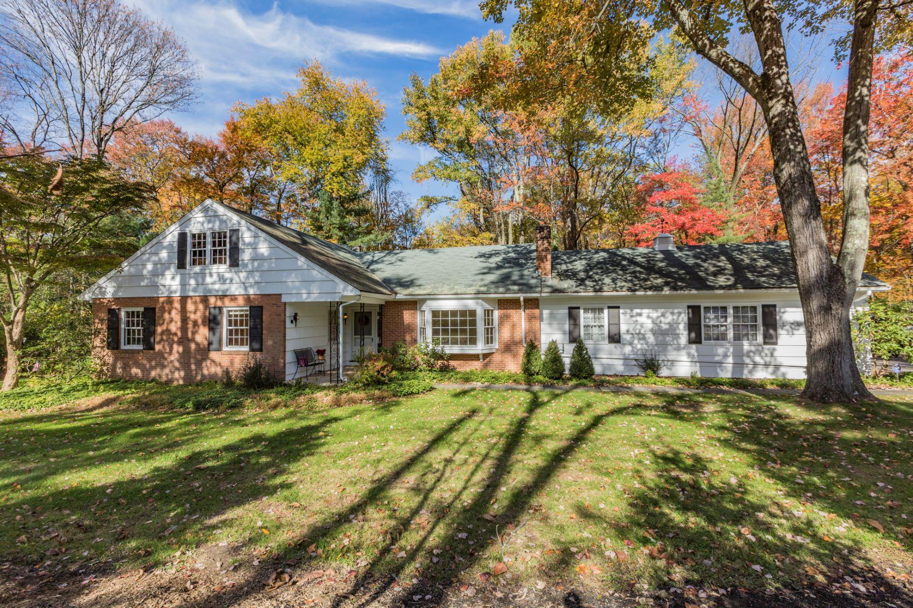 独户住宅 为 销售 在 Expanded Ranch Delights with Warmth and Potential - Lawrence Township 6 Van Kirk Road 普林斯顿, 新泽西州, 08540 美国