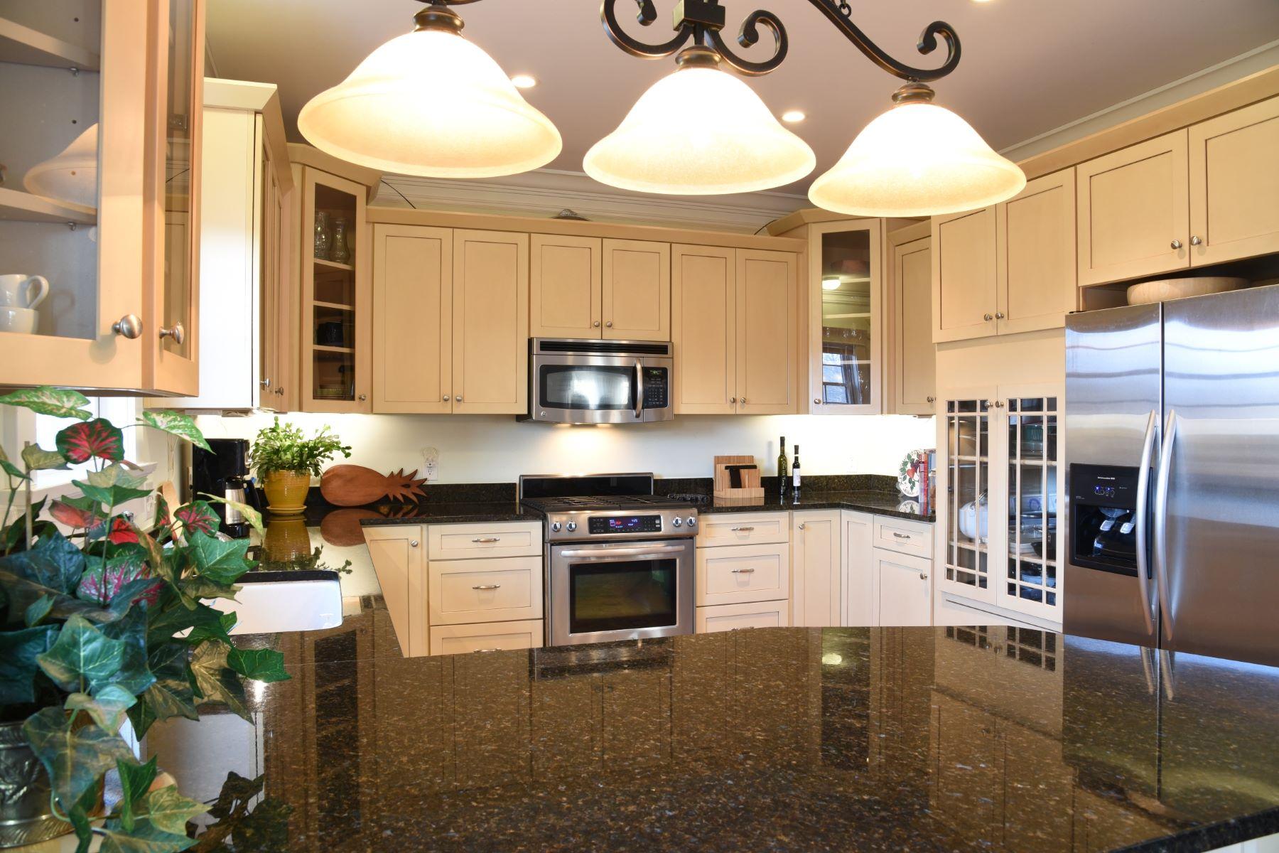 Additional photo for property listing at Vanderbilt Stable Condominiums 53 Sandy Point Farm Road 5 Portsmouth, Rhode Island 02871 Estados Unidos