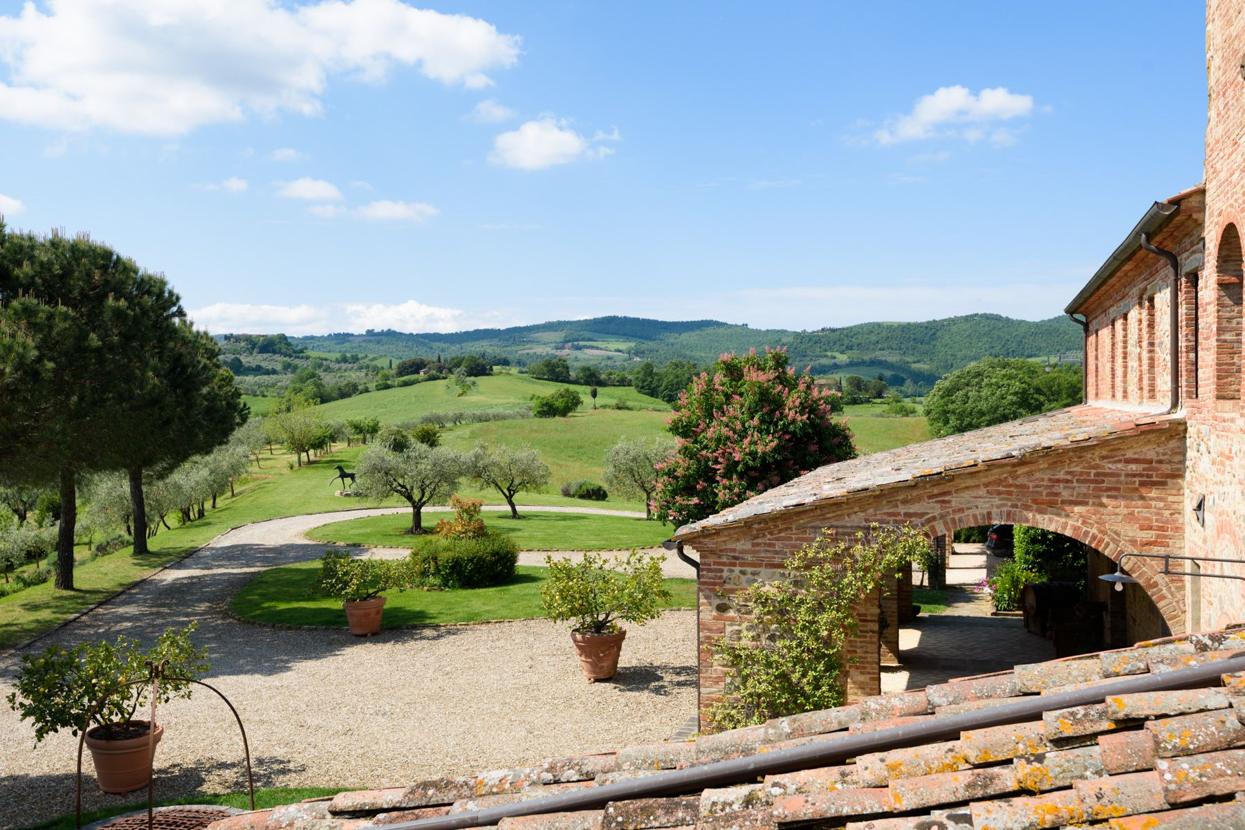 Additional photo for property listing at Tuscan countryhouse with 2,5 ha of vineyards Località Valcelle Torrita Di Siena, Siena 53049 Italia