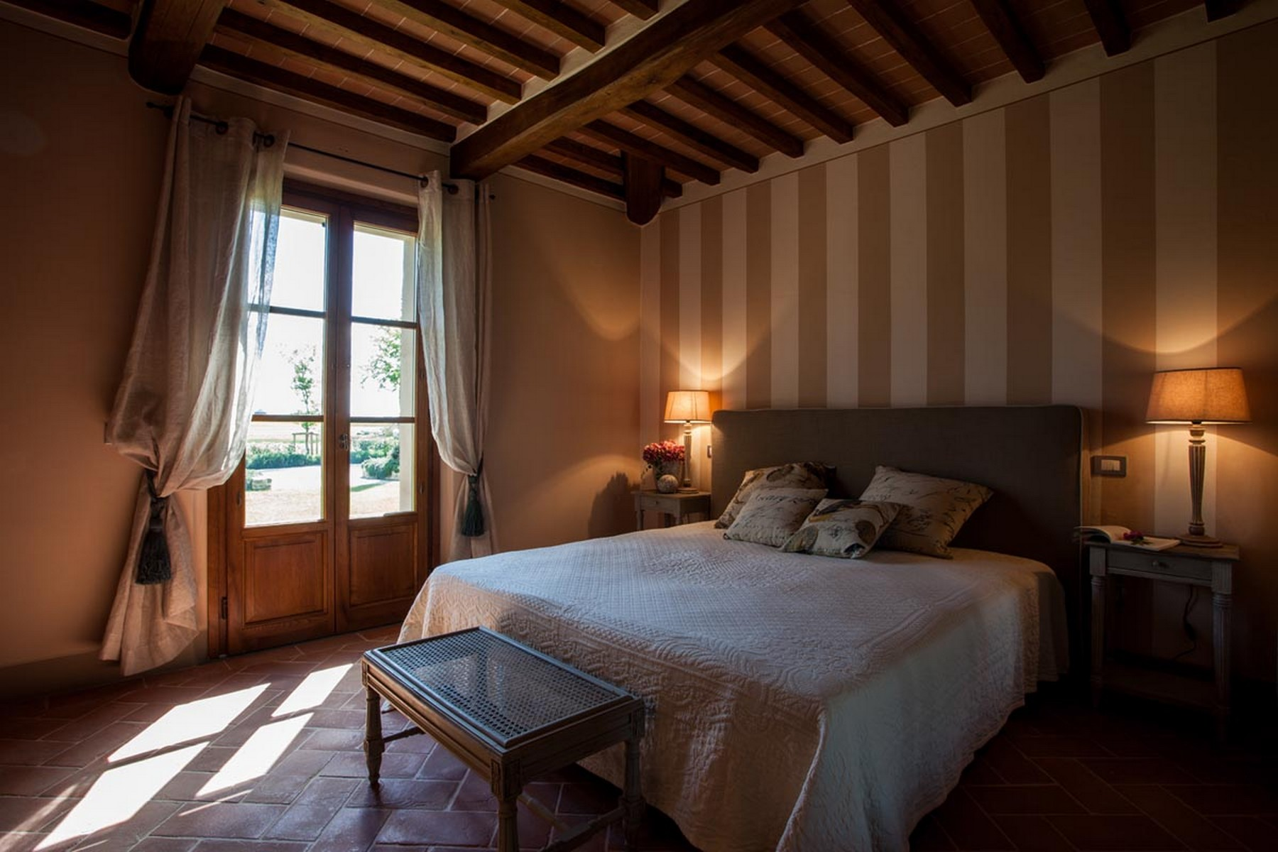 Additional photo for property listing at Marvelous Hunting Lodge in Tuscan Countryside Cortona, Arezzo Italien