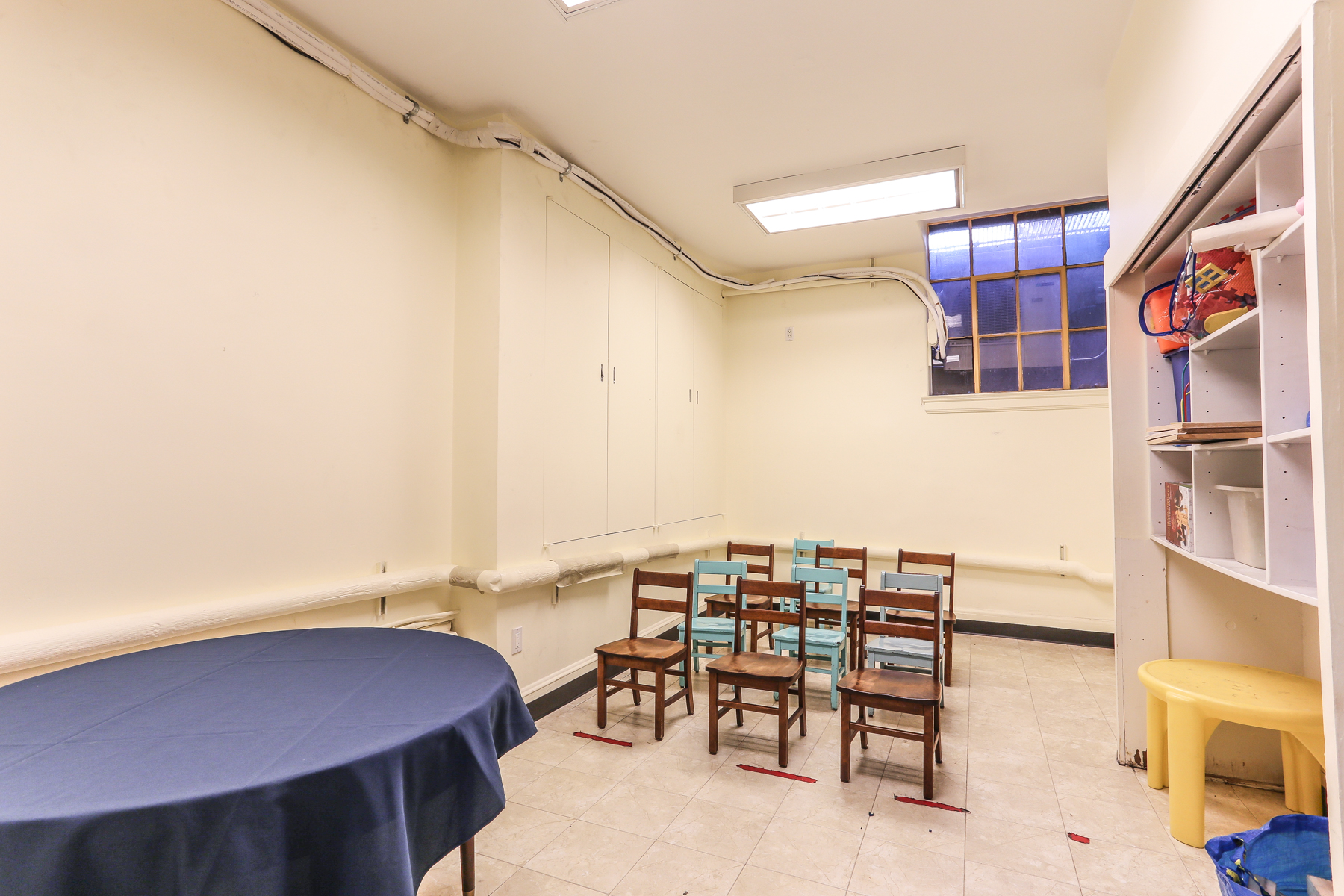 "Additional photo for property listing at ""MULTI USE COMMERCIAL SPACE"" 60 Greenway Terrace, Forest Hills Gardens, Forest Hills, Nueva York 11375 Estados Unidos"