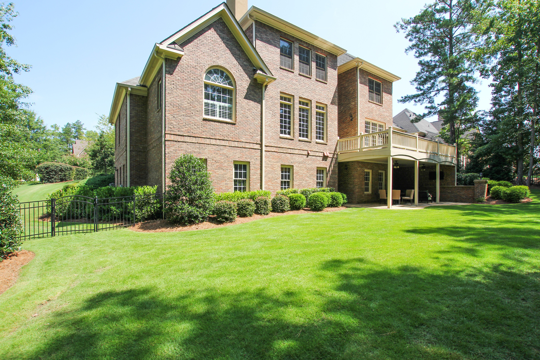 Additional photo for property listing at Country Club Golf Living At Its Finest 6309 Howell Cobb Court NW Acworth, Georgia 30101 United States