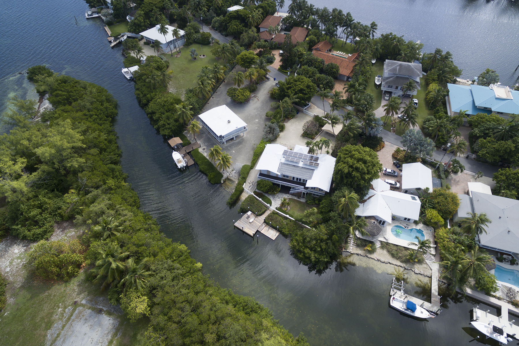Additional photo for property listing at Private Setting 146 Sapodilla Drive Islamorada, Florida 33036 Usa