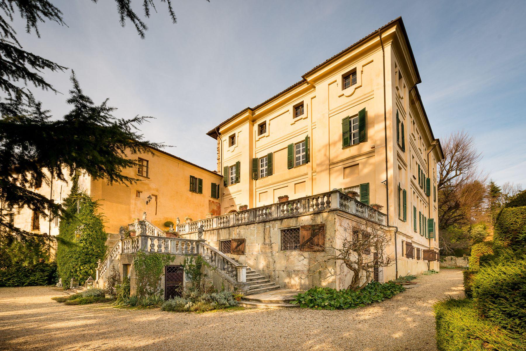 Vivienda unifamiliar por un Venta en Stately Castle in Piedmont Piazzetta del Castello Cumiana, Turin 10040 Italia