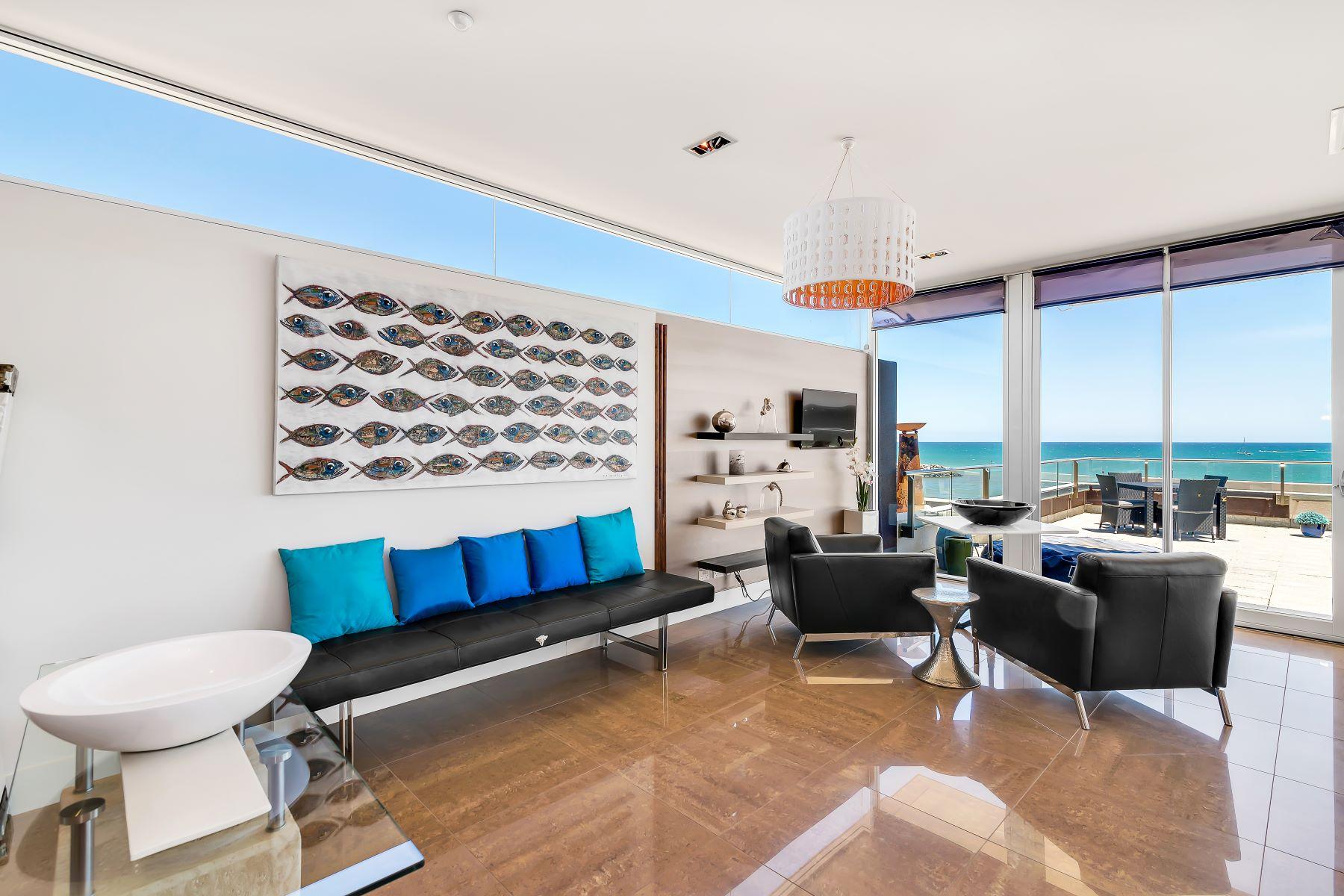 Appartement pour l Vente à Stunning Beachfront Penthouse Apartment 4.3, 8-9 North Esplanade Glenelg North, South Australia, 5045 Australie