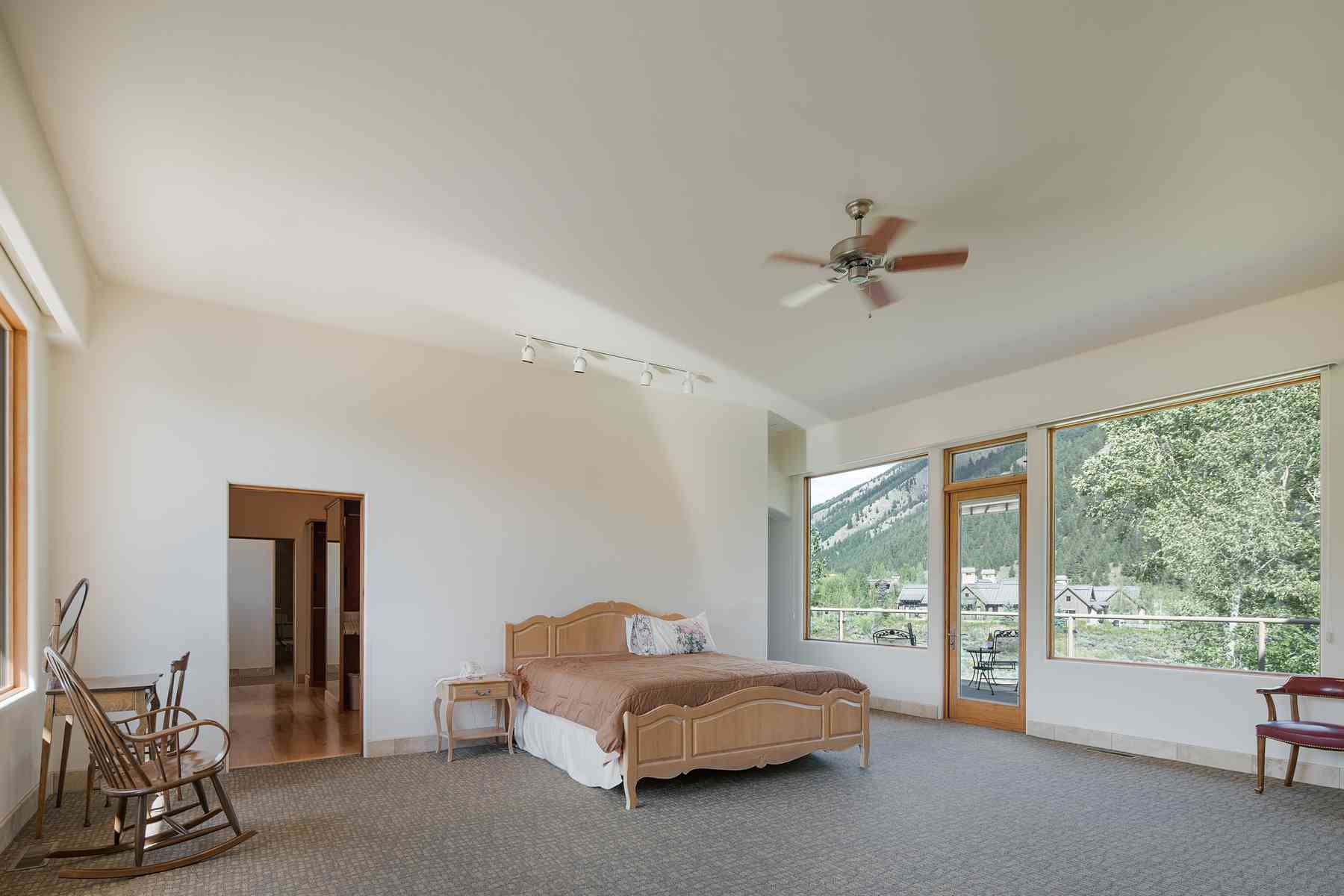 Additional photo for property listing at One of a kind Contemporary Home 205 Canyon Road 太阳谷, 爱达荷州 83353 美国