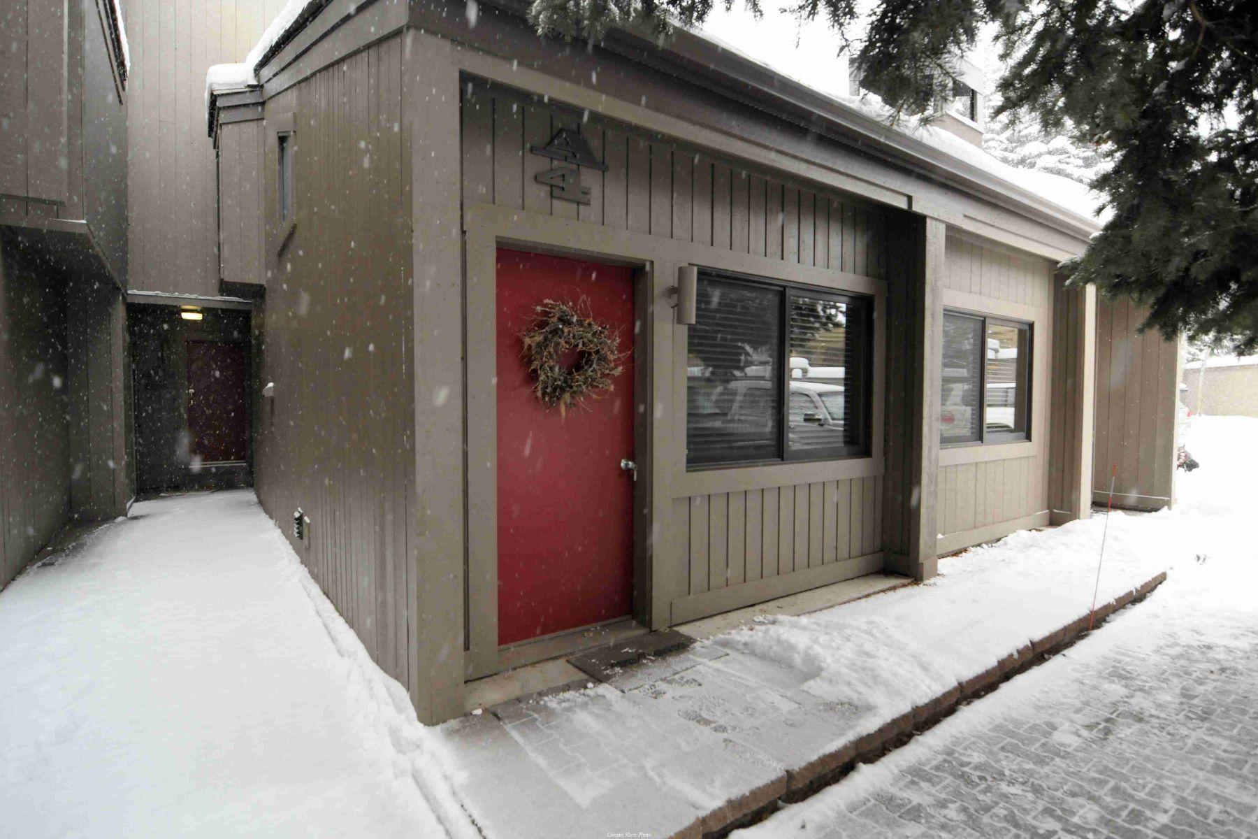 Condominio por un Venta en Absolutely Adorable! 119 Picabo St #A4 Ketchum, Idaho 83343 Estados Unidos