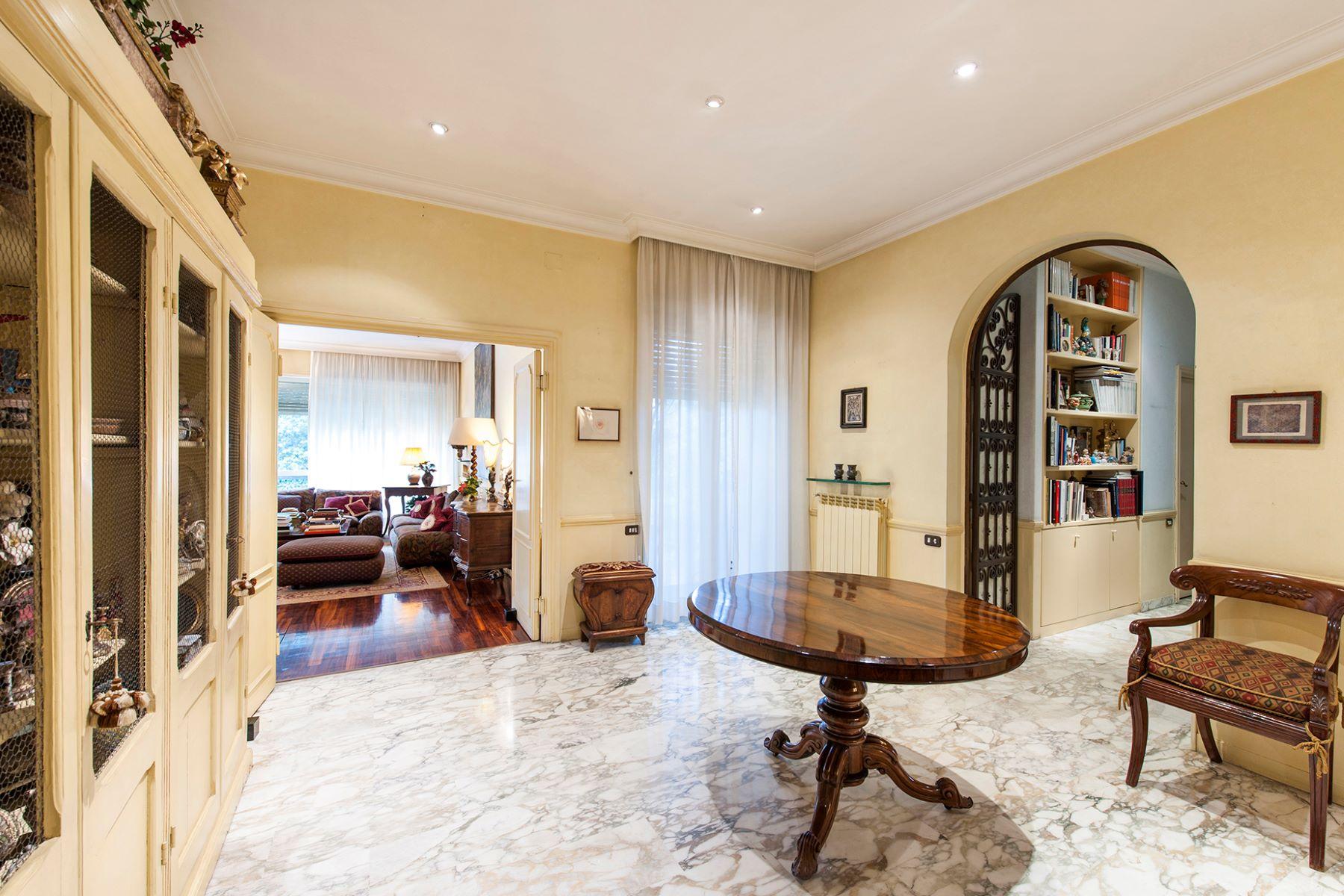 Apartamento por un Venta en Elegant apartment in Viale Cortina d'Ampezzo Rome, Roma 00135 Italia