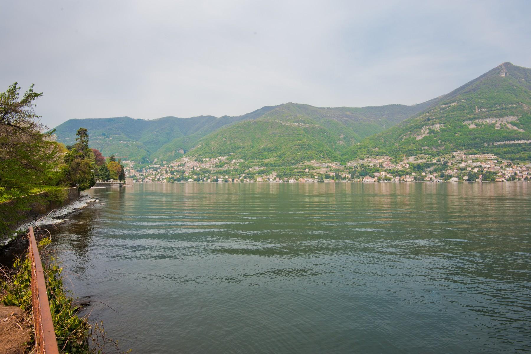 Additional photo for property listing at Fantastic pieds dans l'eau opportunity on Lake Como Via Pliniana Torno, Como 22020 Italia
