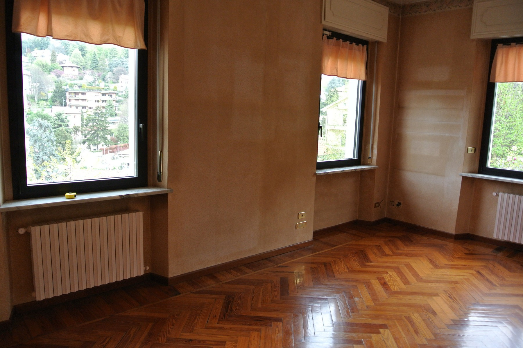Additional photo for property listing at Beautiful family sized villa on the first hill of the city Viale Venticinque Aprile Torino, Turin 10133 Italie