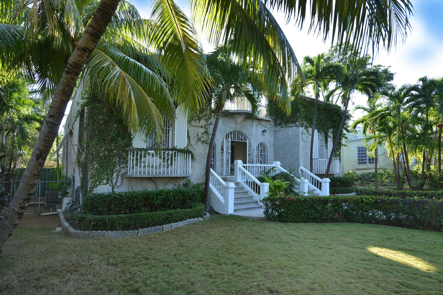 Additional photo for property listing at Shirley Slope off Shirley Street Downtown, New Providence/Nassau Bahamas