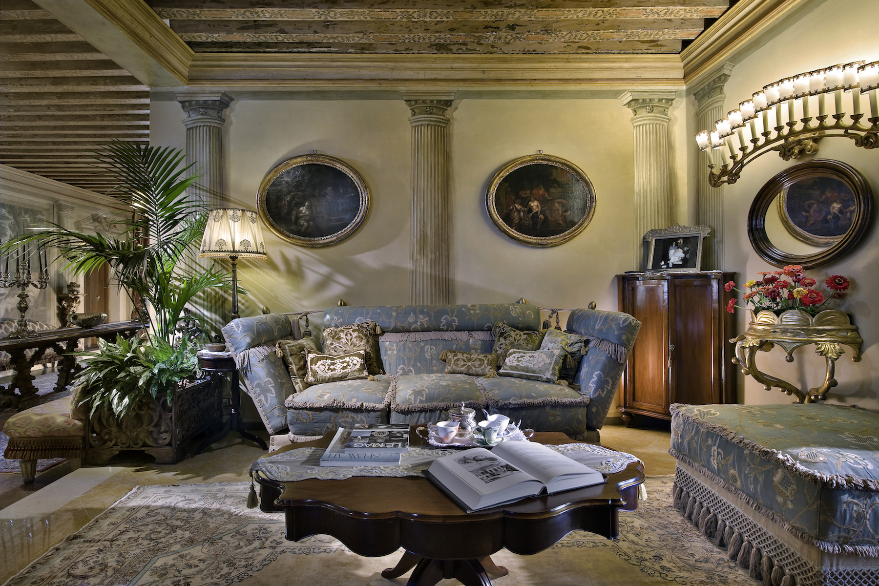 Additional photo for property listing at Classic and luxurious Villa close to Venice  Venice, Venice 30039 Italy