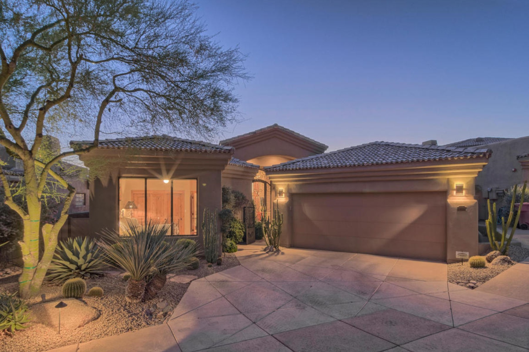 Single Family Home for Sale at Beautiful home on one of the best view lots in Trron 24350 N Whispering Ridge Way #48 Scottsdale, Arizona, 85255 United States