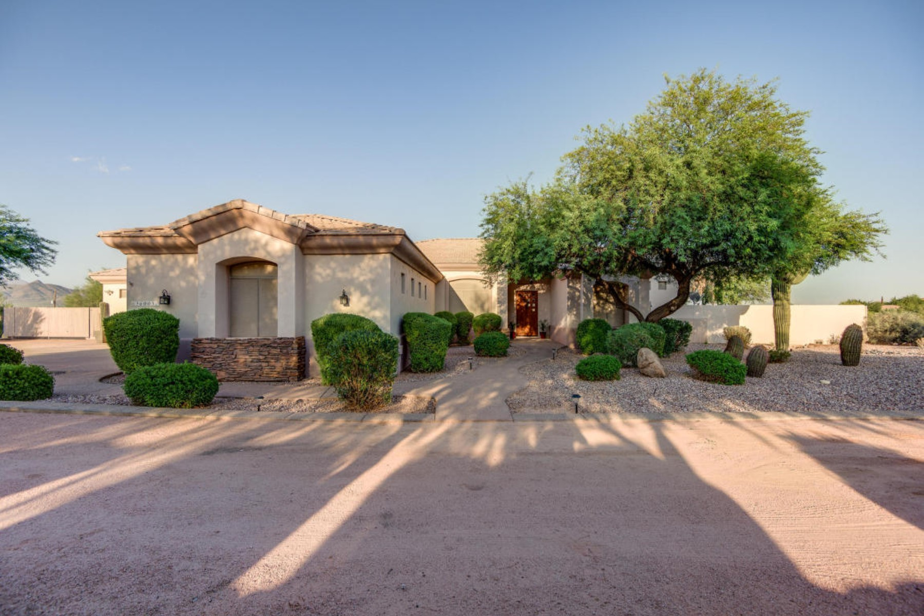 Villa per Vendita alle ore Single level custom home with amazing mountain views 36005 N 15Tth Ave Phoenix, Arizona, 85086 Stati Uniti