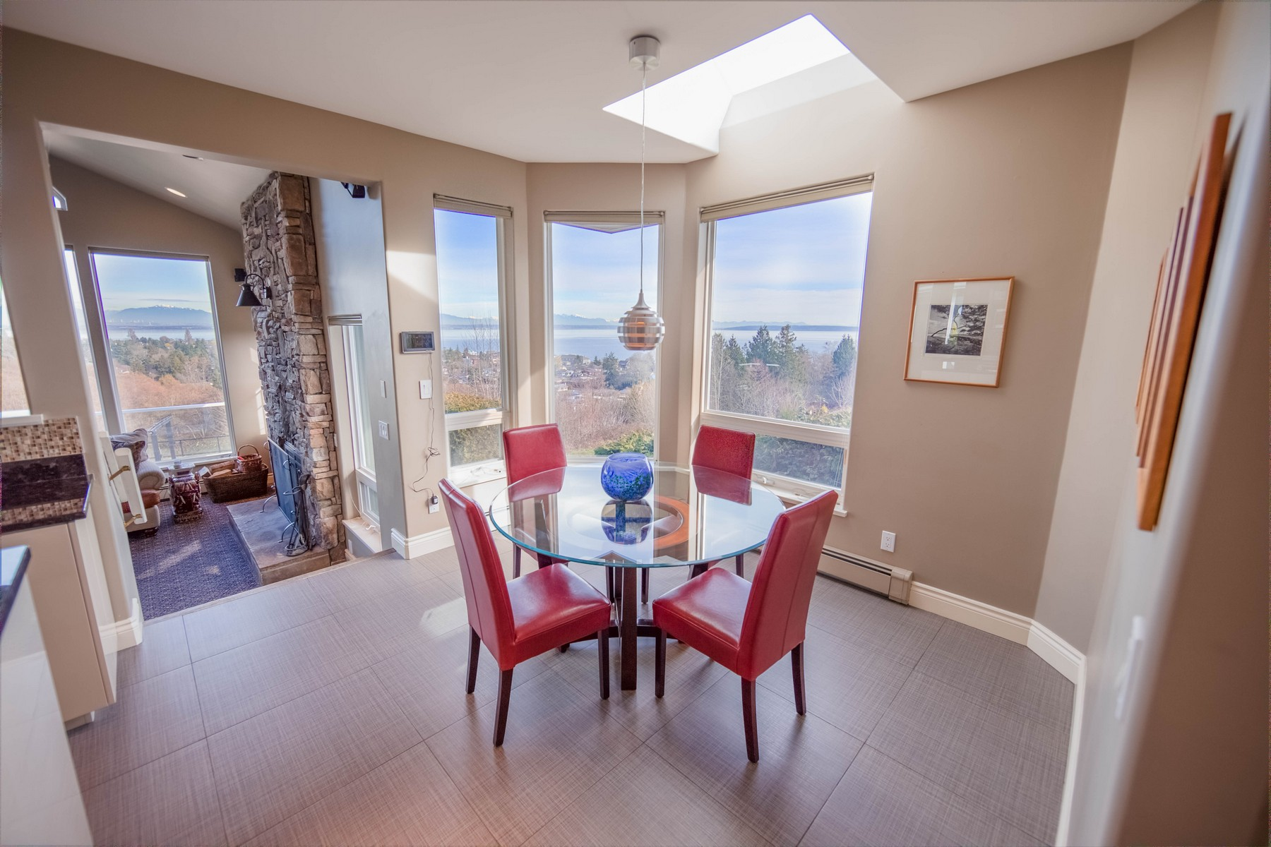 Additional photo for property listing at Majestic Manor in Point Roberts, Washington 2112 Whalen Drive Point Roberts, Washington 98281 United States