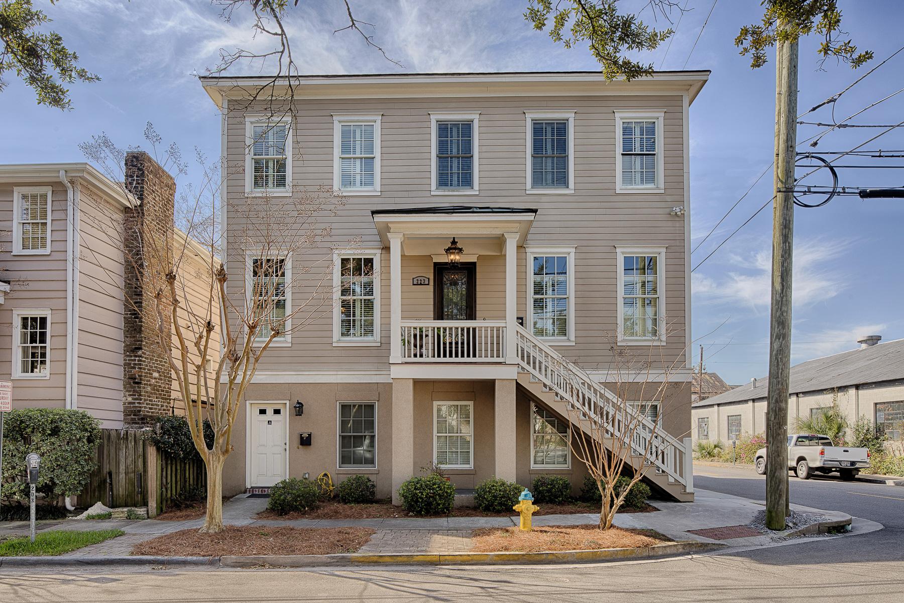 Maison unifamiliale pour l Vente à Historic Landmark District 223 Alice Street Savannah, Georgia, 31401 États-Unis