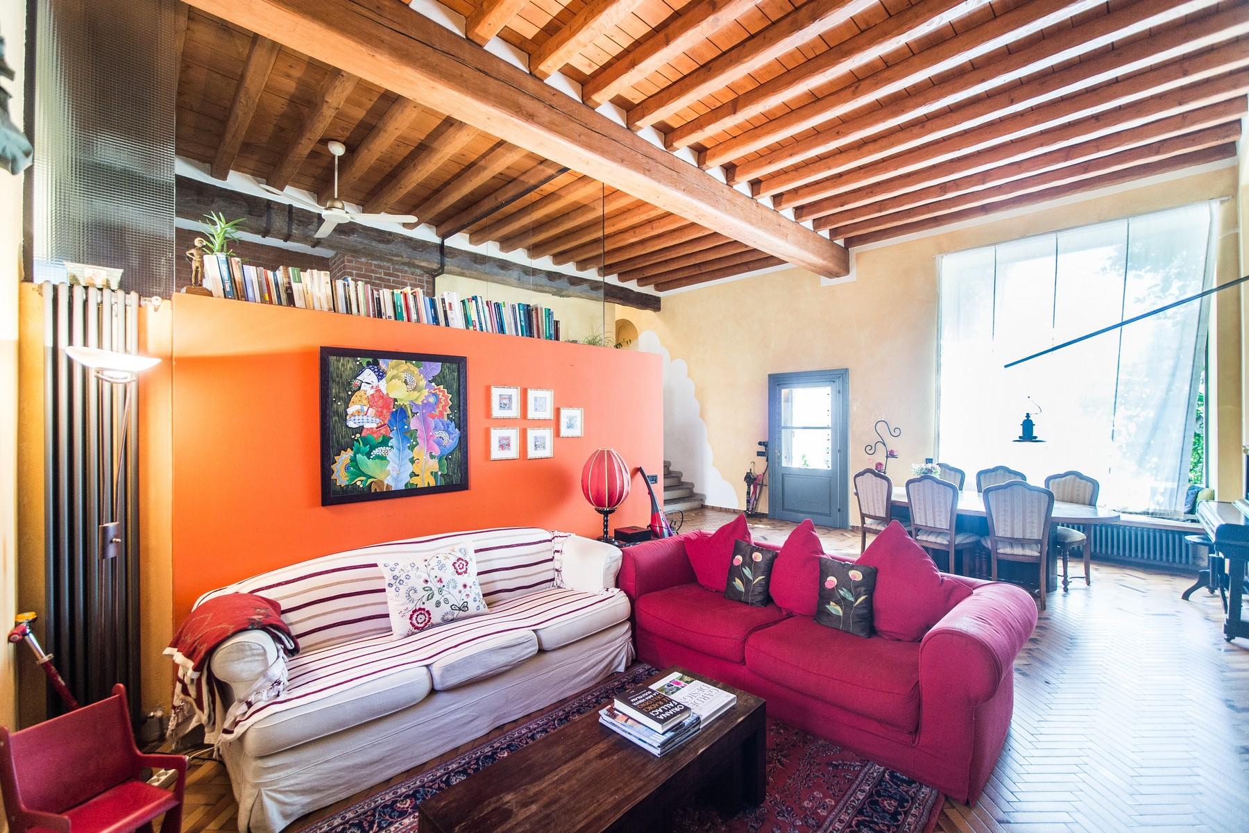 Additional photo for property listing at Magnificent semi-detached house on two levels Via Vittorio Veneto Fino Mornasco, Como 22073 Italia
