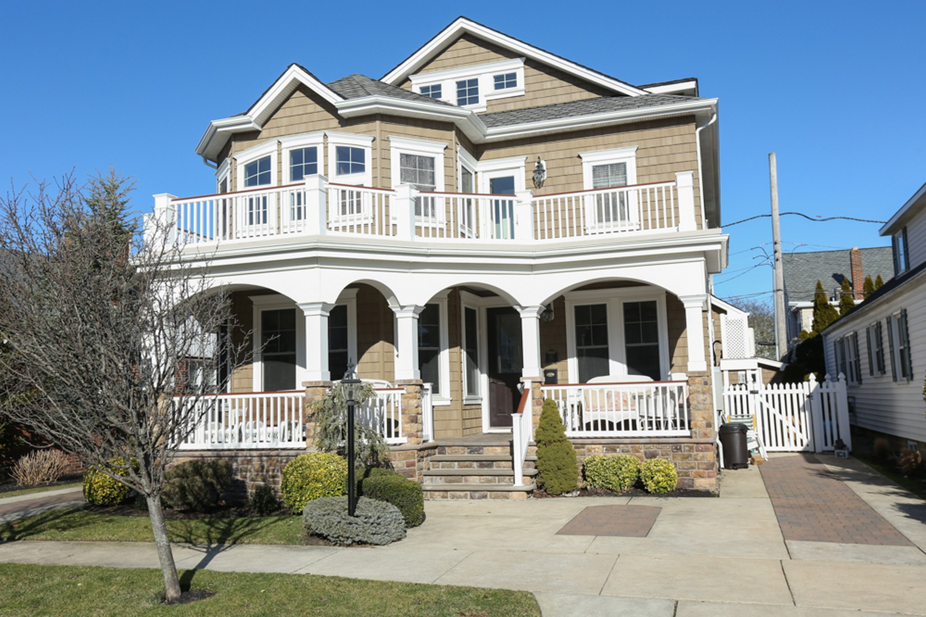 Single Family Home for Sale at 15 S Thurlow Avenue 15 S Thurlow Avenue ELEVATOR Margate, New Jersey 08402 United States