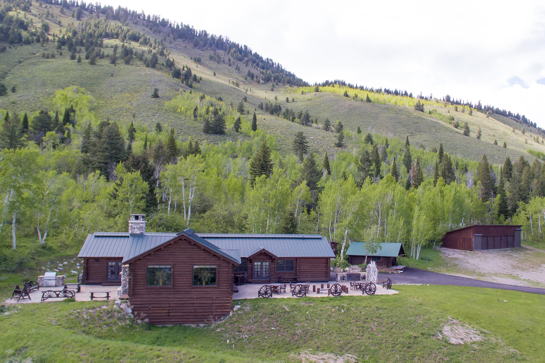 واحد منزل الأسرة للـ Sale في Historic Lazy Moose Ranch - Upper Ranch 2485 N Fish Creek Road, Wilson, Wyoming, 83014 Jackson Hole, United States