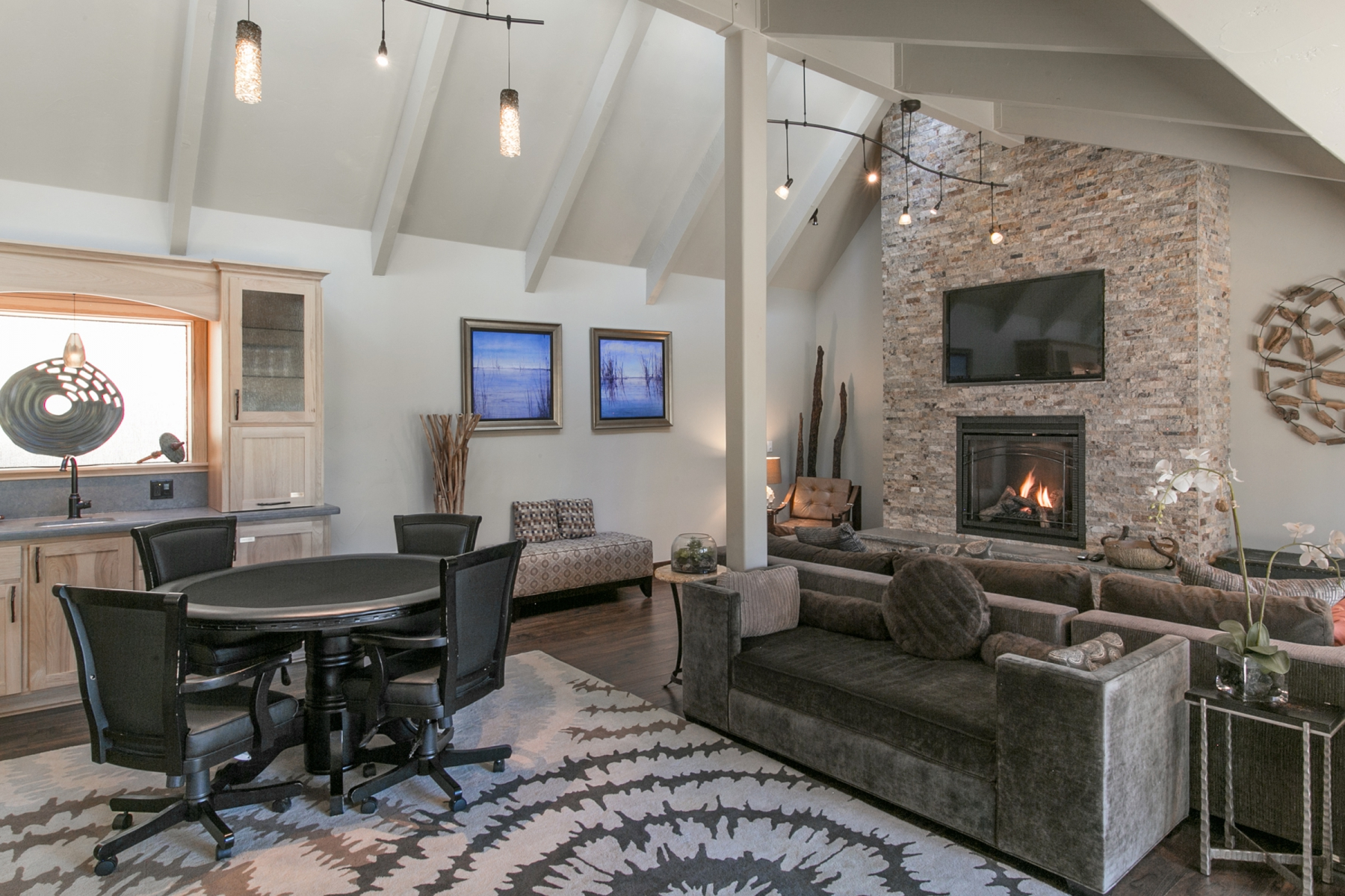 Additional photo for property listing at 420 Cyrnos Way  Tahoe City, California 96145 United States