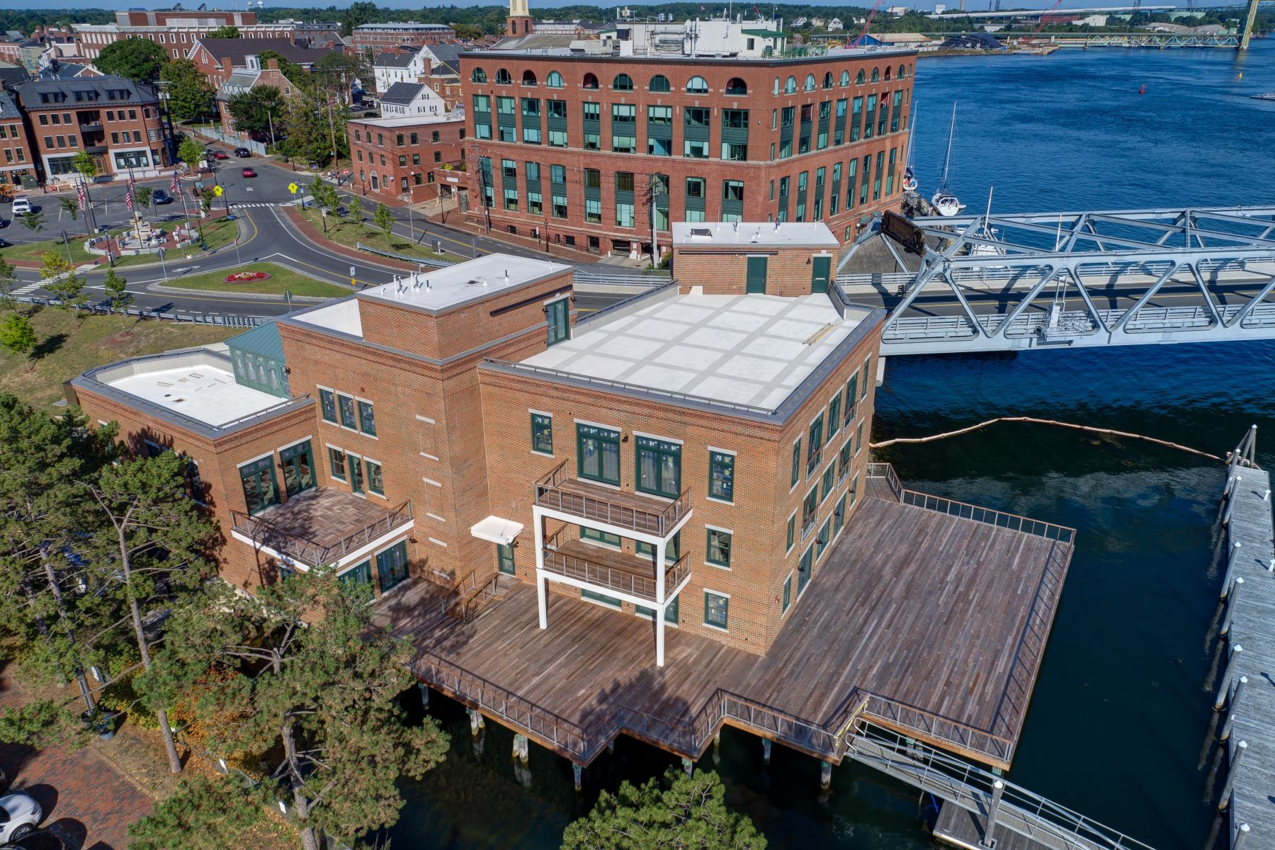 Additional photo for property listing at Luxury Waterfront Penthouse in Downtown Portsmouth 10 State Street Unit C Portsmouth, New Hampshire 03801 United States