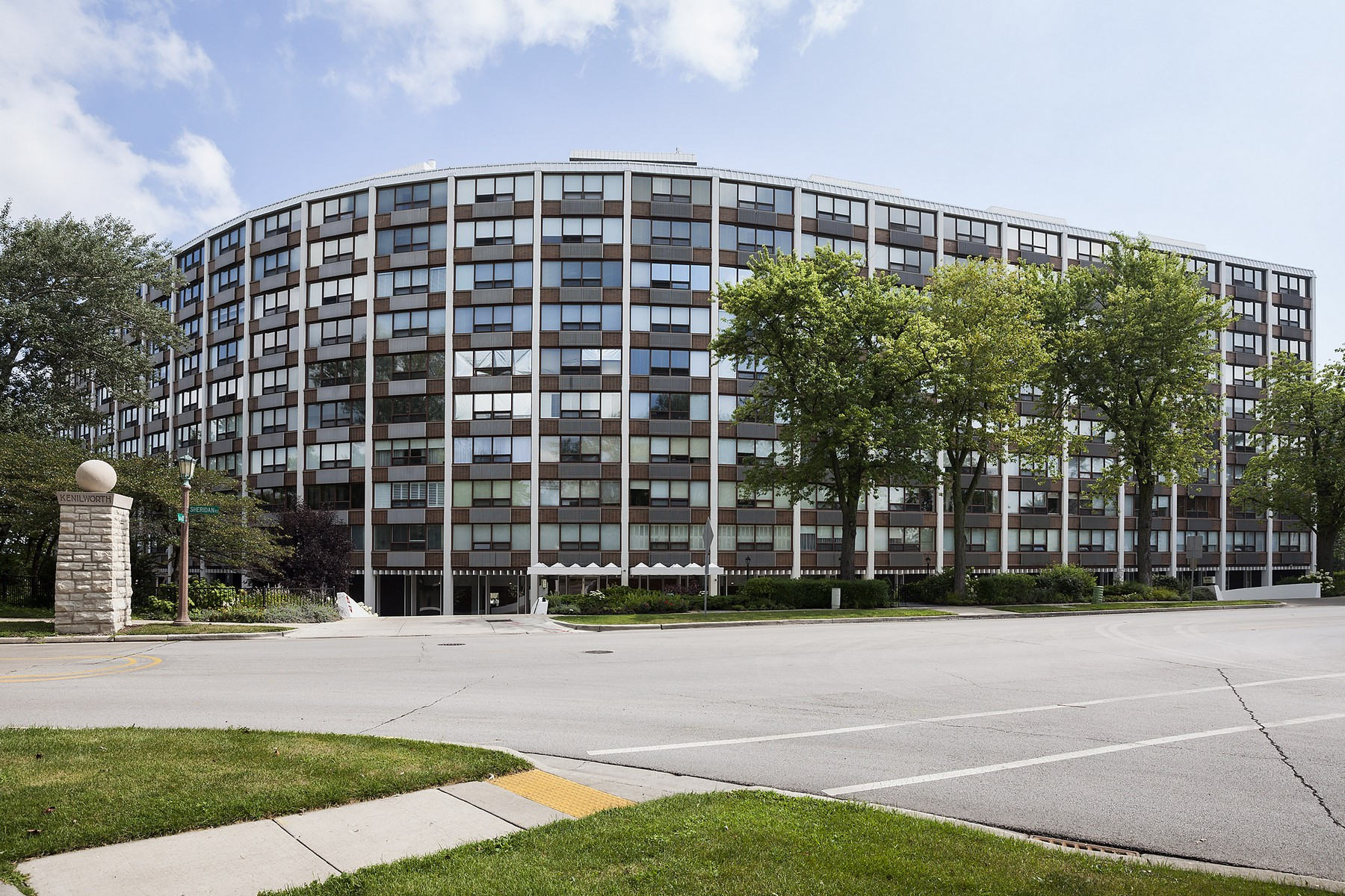 Piso por un Venta en Spacious Tri-Level Cop-Op 1630 Sheridan Road Unit 6I Wilmette, Illinois, 60091 Estados Unidos