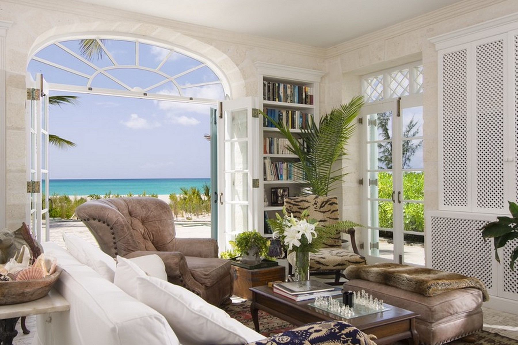 Additional photo for property listing at Coral House   Vacation Rental Beachfront Grace Bay, Providenciales TCI BWI Turks And Caicos Islands