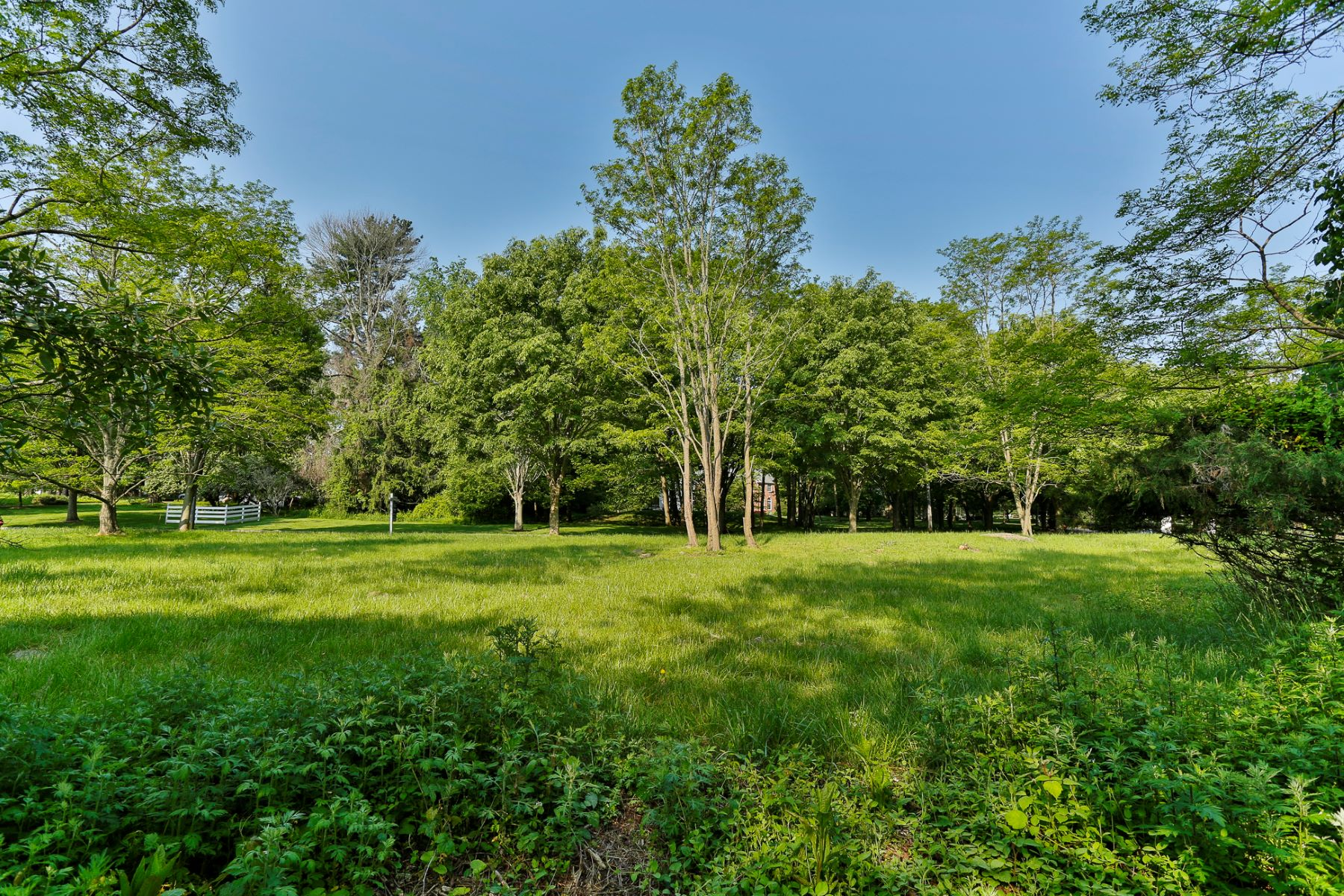 Additional photo for property listing at Ready to Build Lot in Lawrence Township 16 Buckingham Drive Princeton, New Jersey 08540 États-Unis