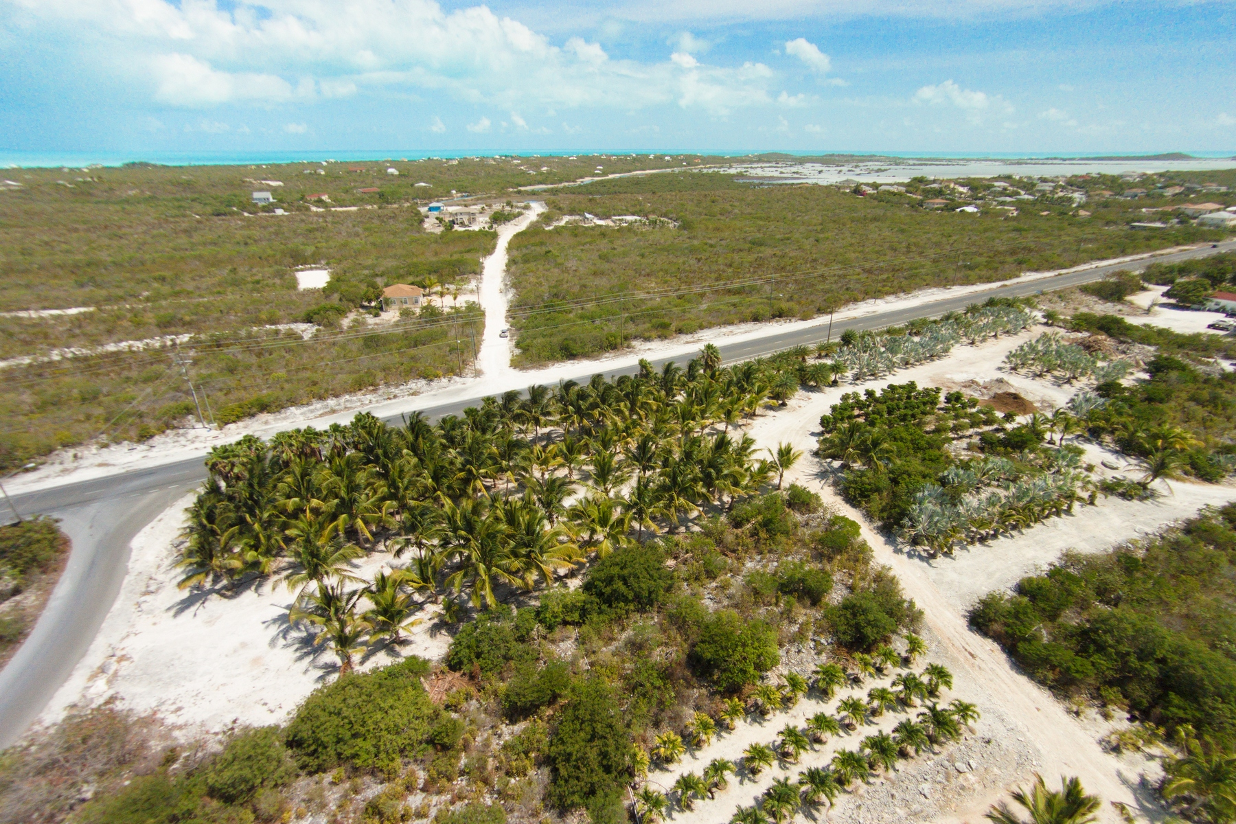 Terreno por un Venta en Large Parcel on Leeward Highway Grace Bay, Providenciales Islas Turcas Y Caicos