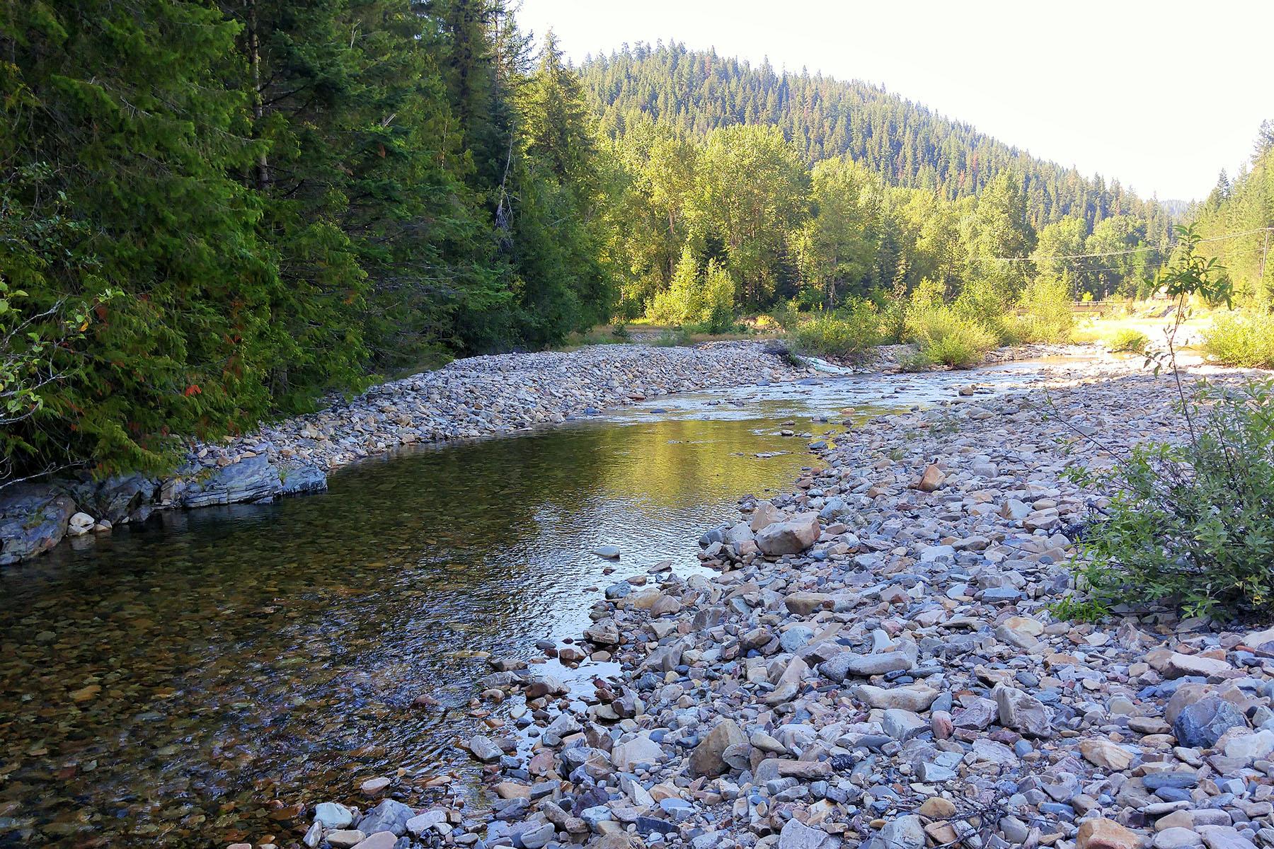 土地 為 出售 在 About 780' of beautiful, fishable Pine Creek NNA 1 East Fork Pine Creek Rd Pinehurst, 愛達荷州, 83850 美國