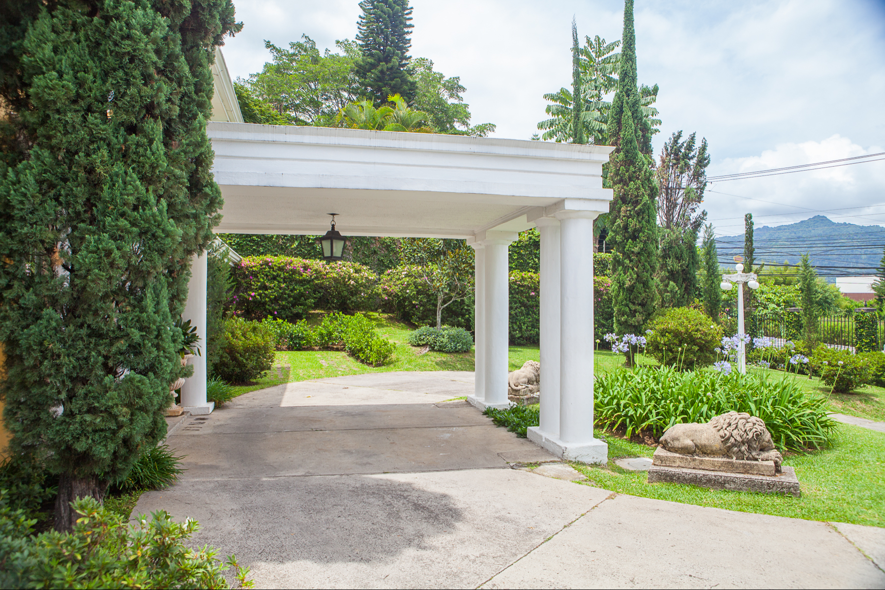 Additional photo for property listing at Spectacular Garden House Curridabat, San Jose Costa Rica