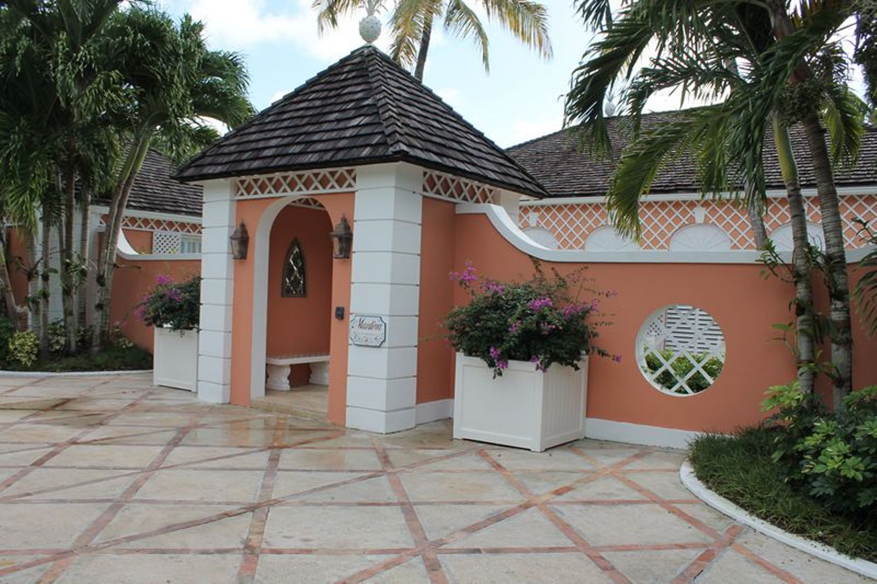Single Family Home for Rent at Canal Front Home Lyford Cay, Nassau And Paradise Island Bahamas