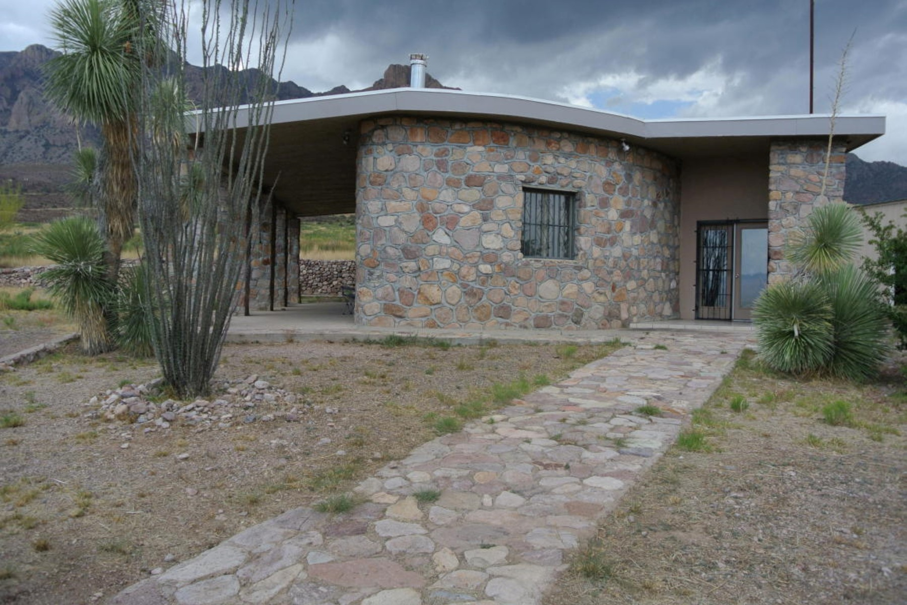 Casa Unifamiliar por un Venta en Lovely home in South Eastern Arizona 777 W McReynolds Way Portal, Arizona, 85632 Estados Unidos